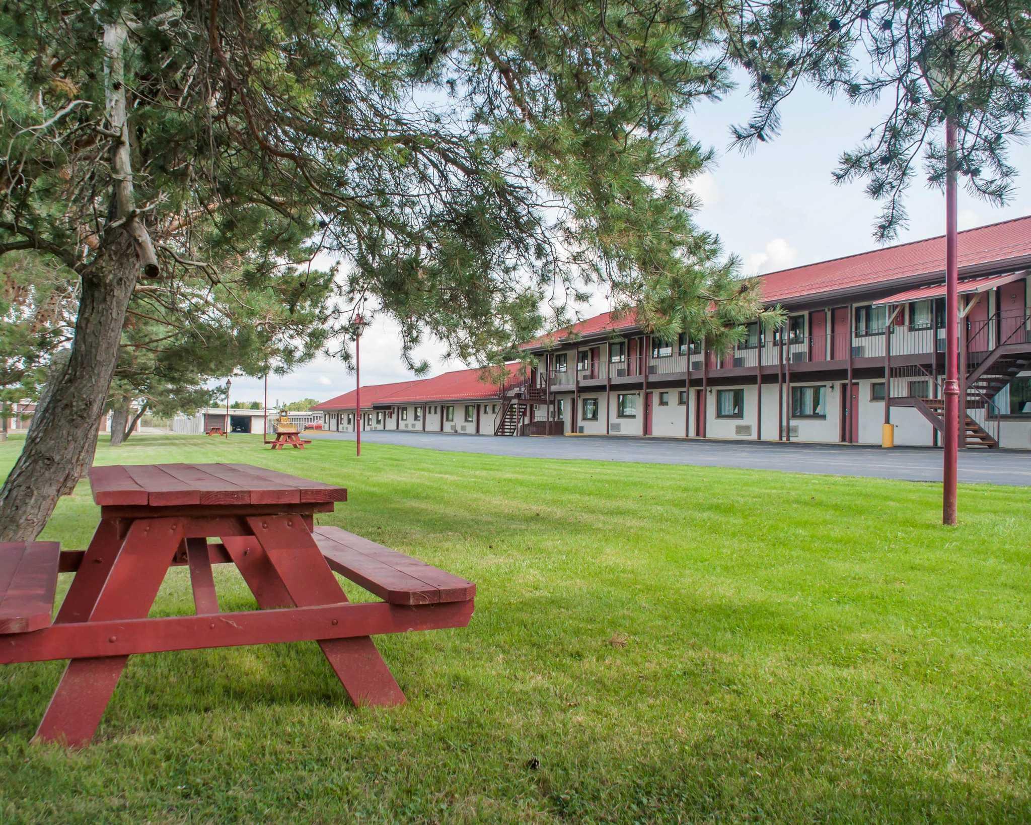 Econo Lodge Buffalo South image 19