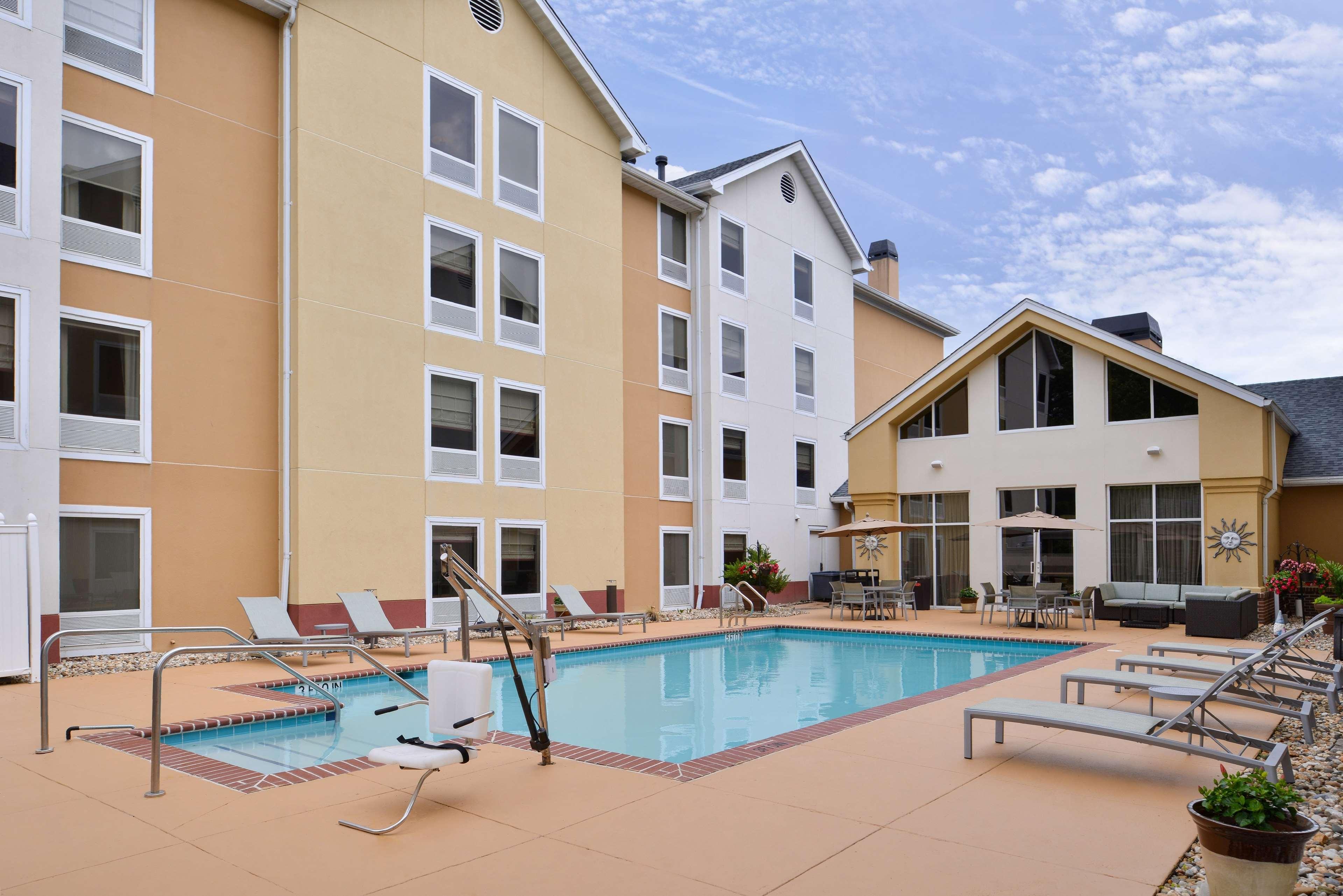 Hampton Inn & Suites Newport News (Oyster Point) image 7