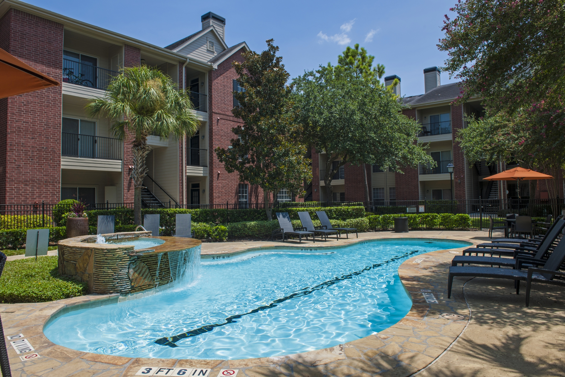 Camden Holly Springs Apartments image 13