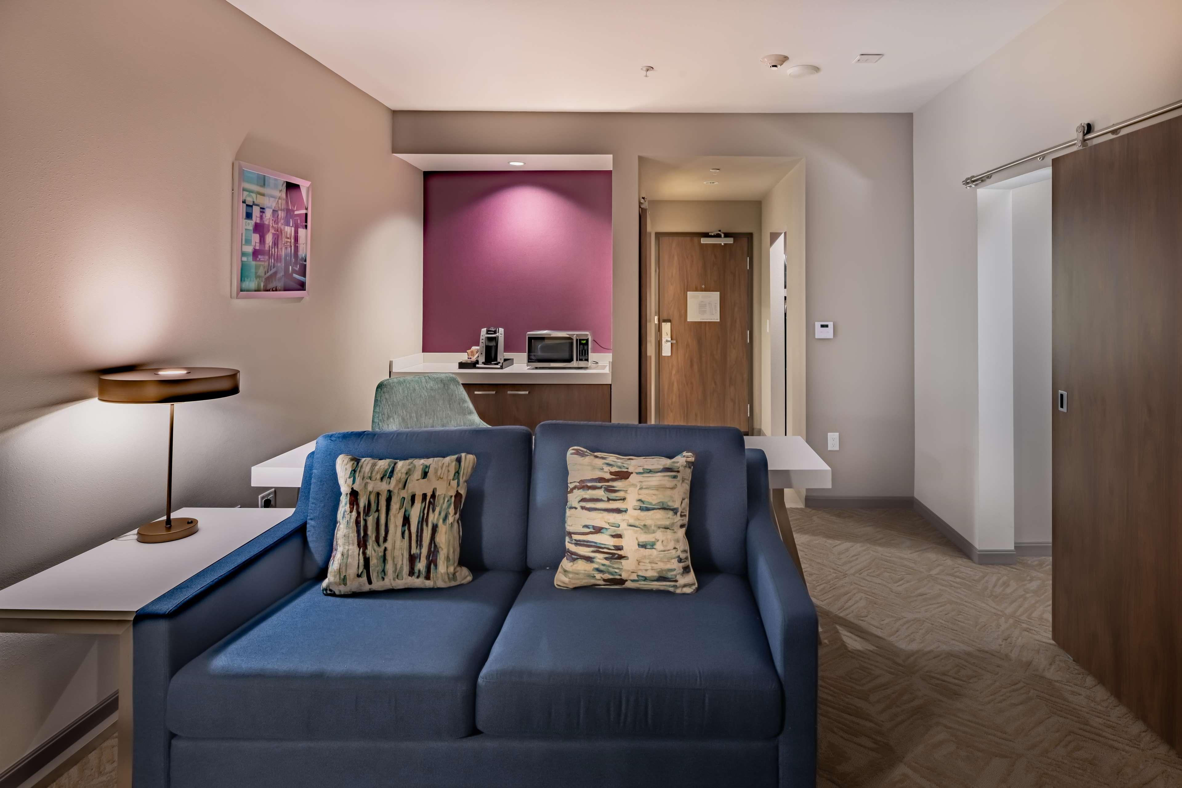 Hilton Garden Inn Dallas at Hurst Conference Center image 23