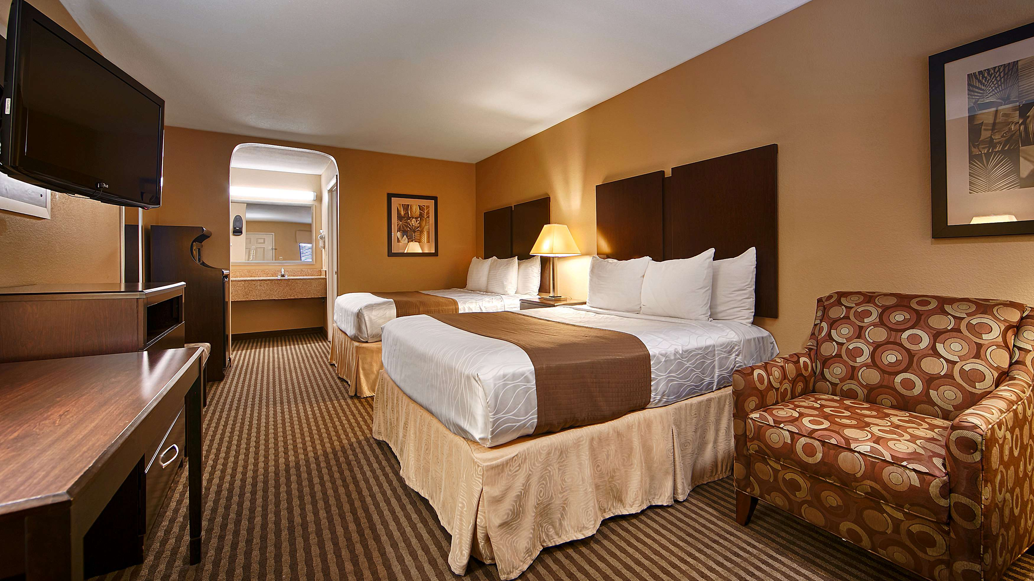 Best Western Cedar Inn image 32