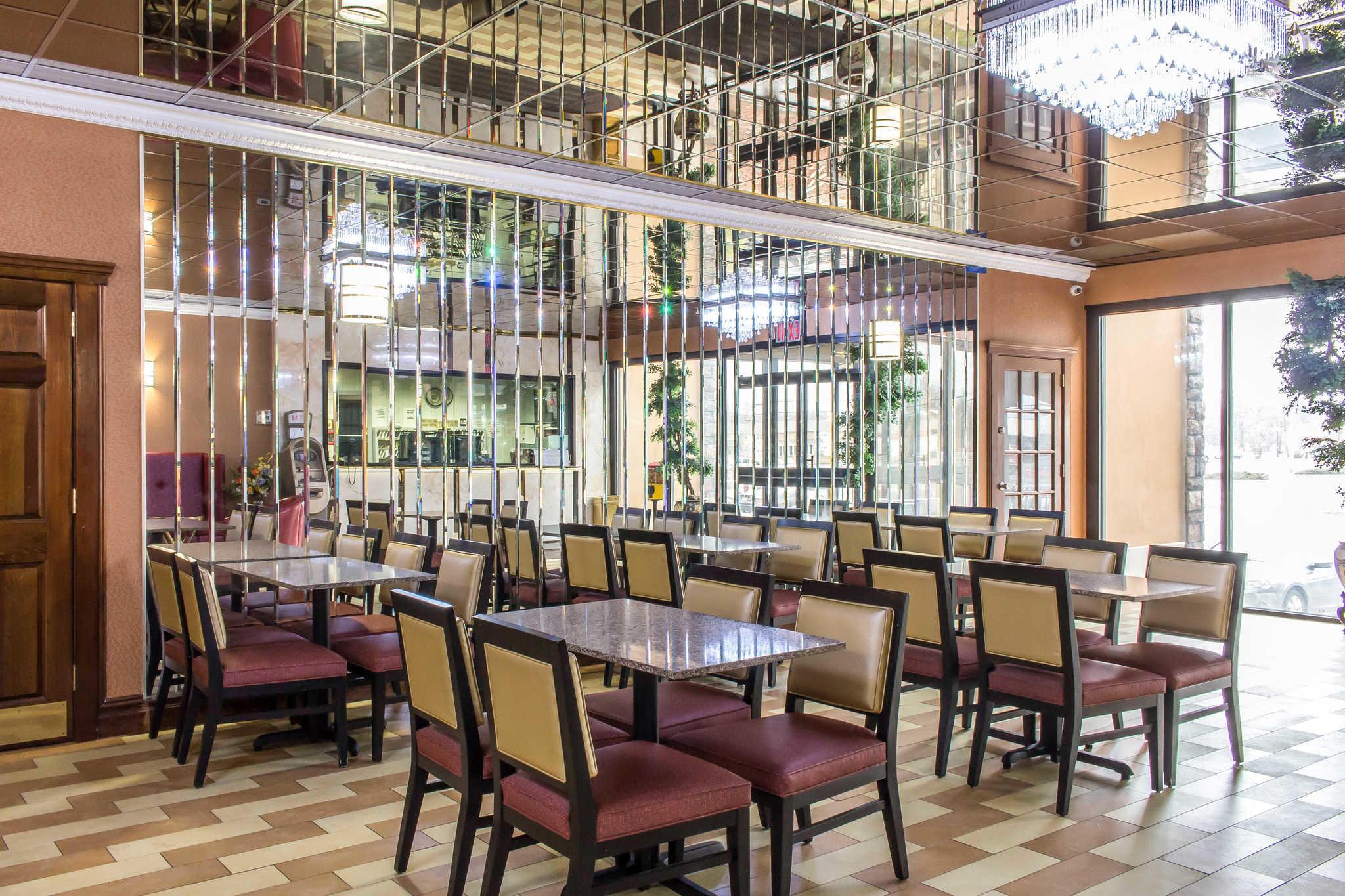 Rodeway Inn Capri image 32