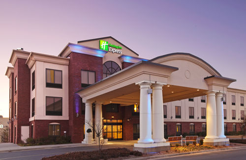 Holiday Inn Express & Suites Pine Bluff/Pines Mall image 0