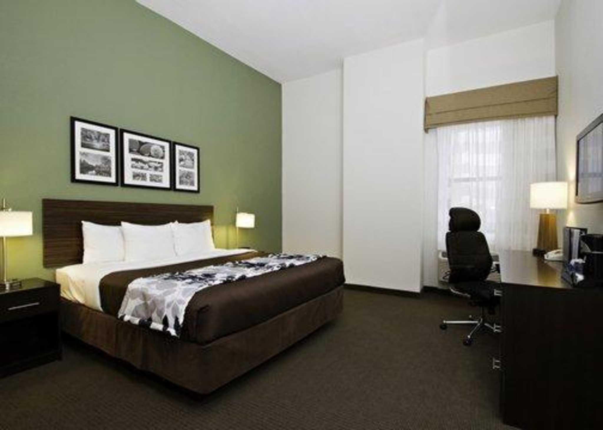 Sleep Inn & Suites Downtown Inner Harbor image 3