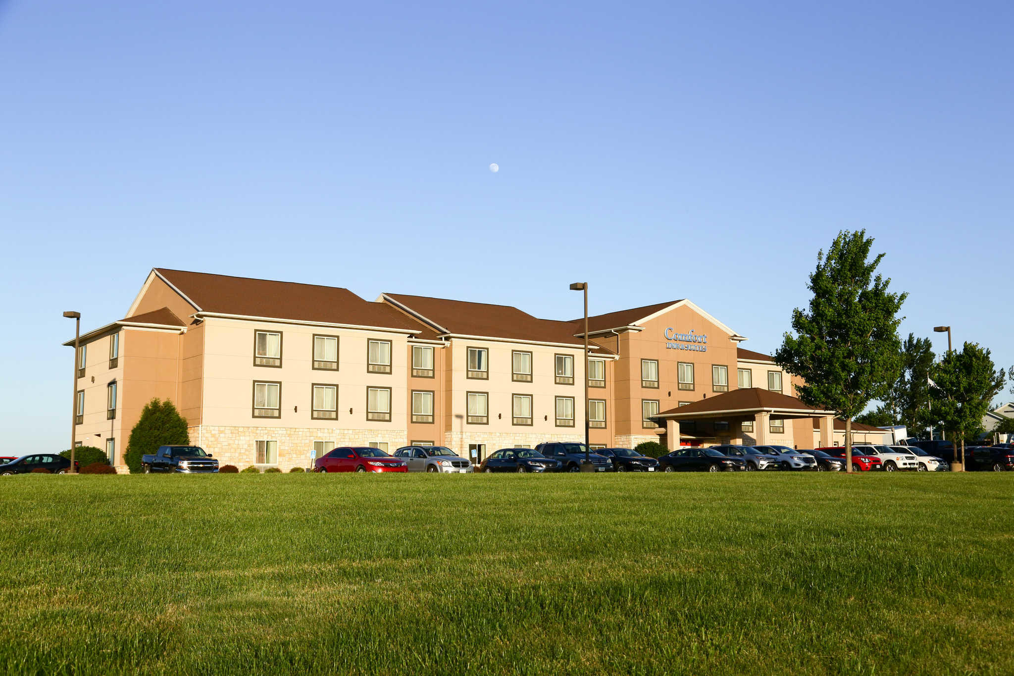Comfort Inn Amp Suites Grinnell Ia Company Profile