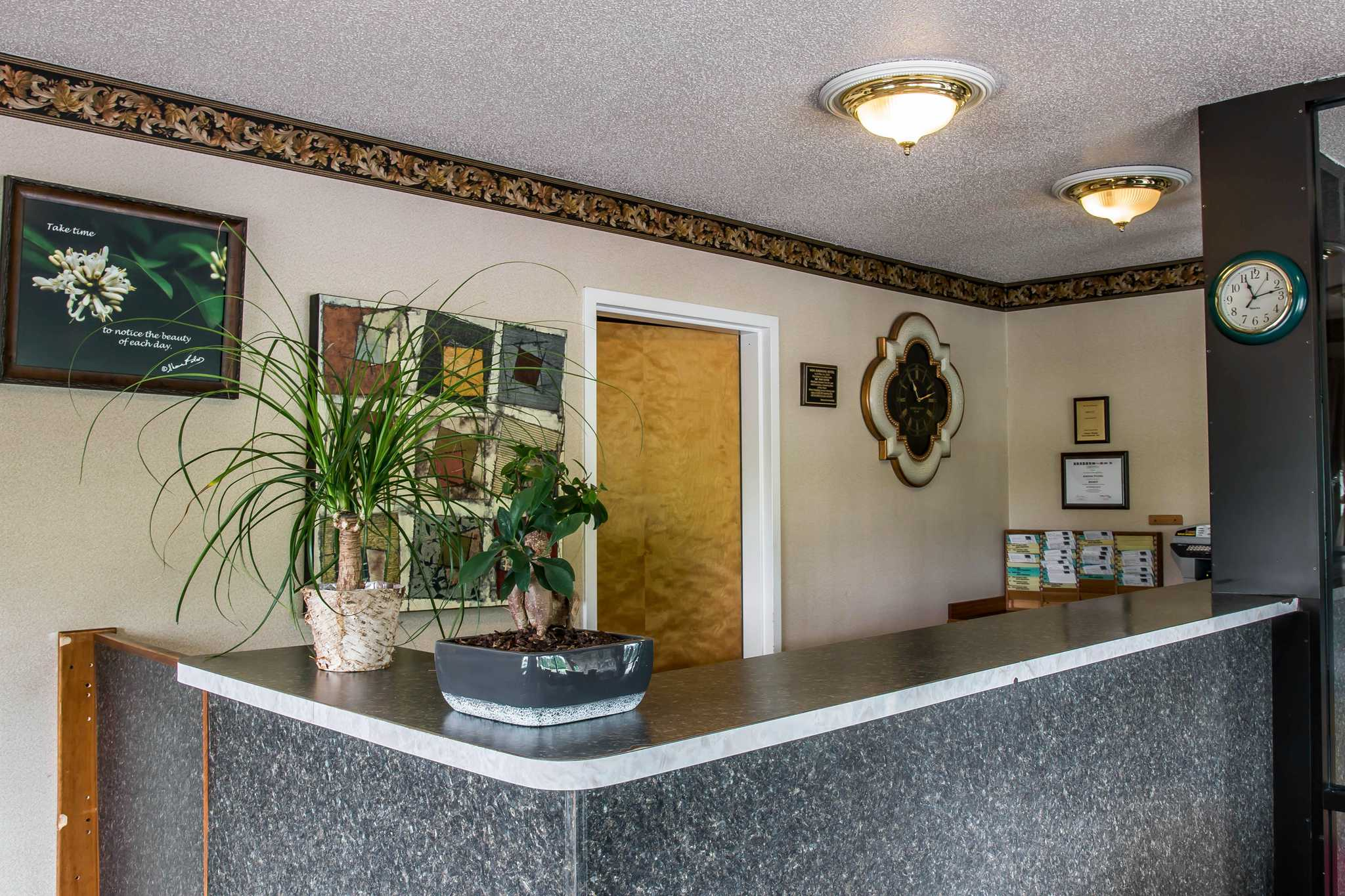 Econo Lodge image 21