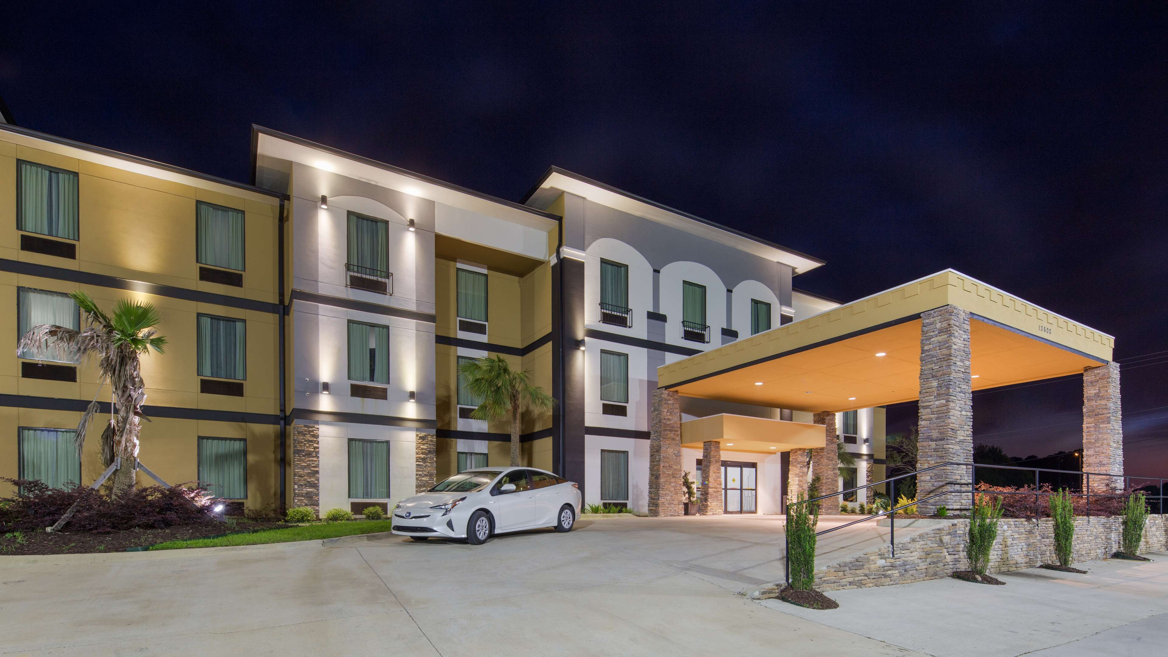 Best Western Plus Regency Park Hotel image 1