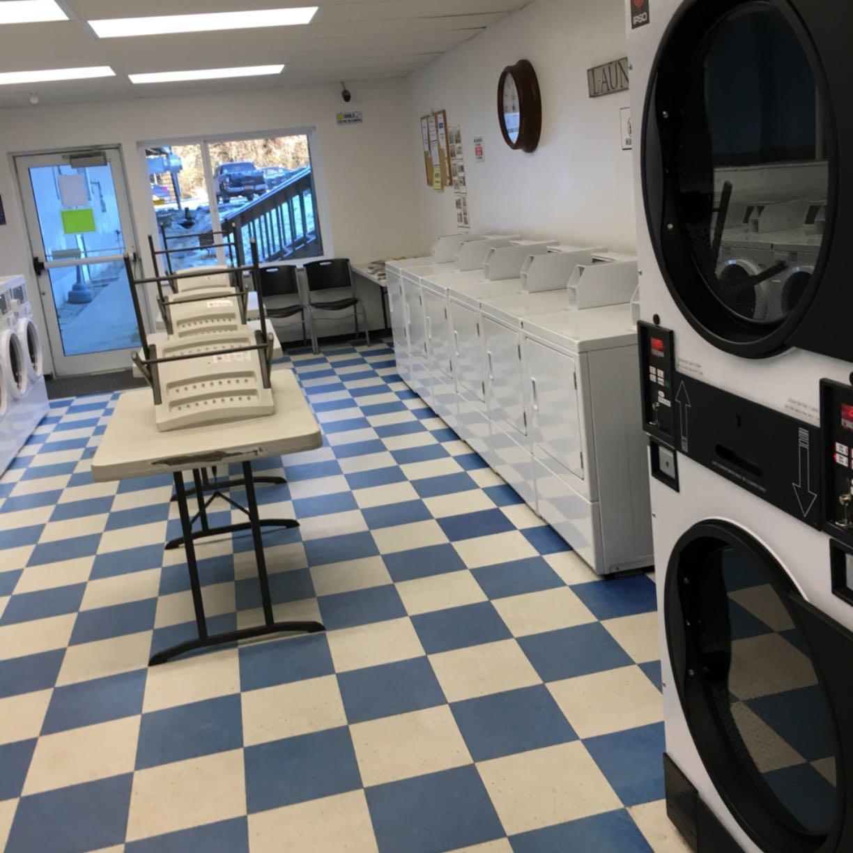 Squires Laundry and Showers image 1