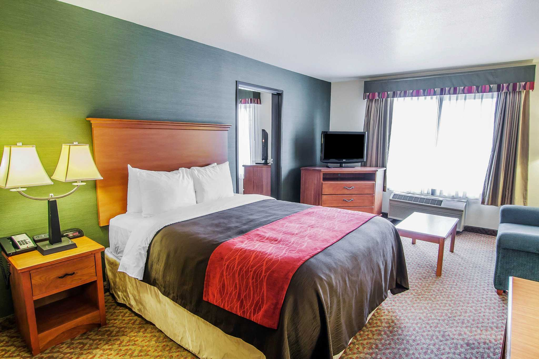 Comfort Inn & Suites image 47