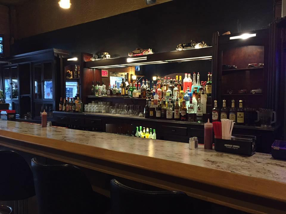 Cricket's 7th St. Bar & Grille image 2