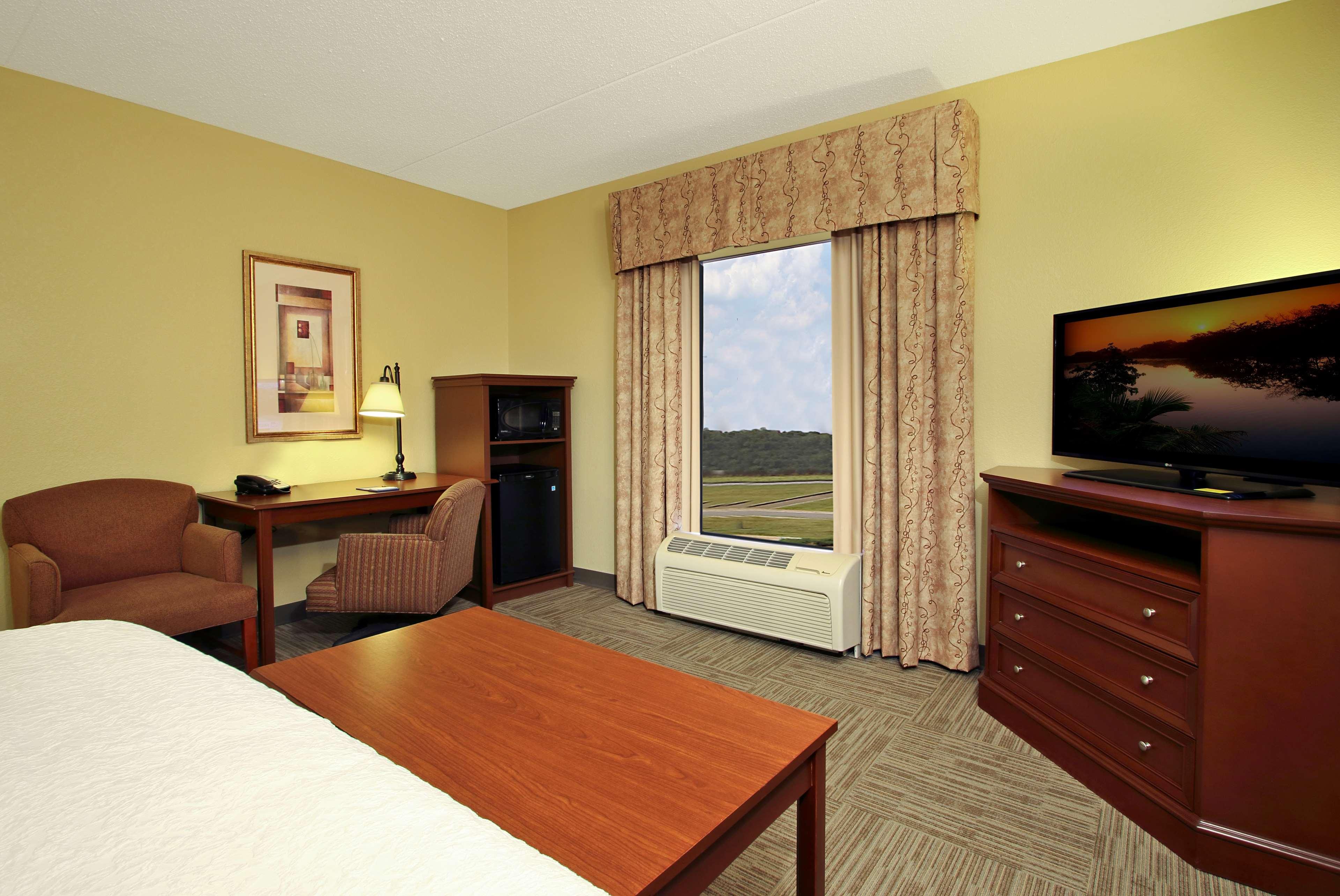 Hampton Inn & Suites Murray image 14
