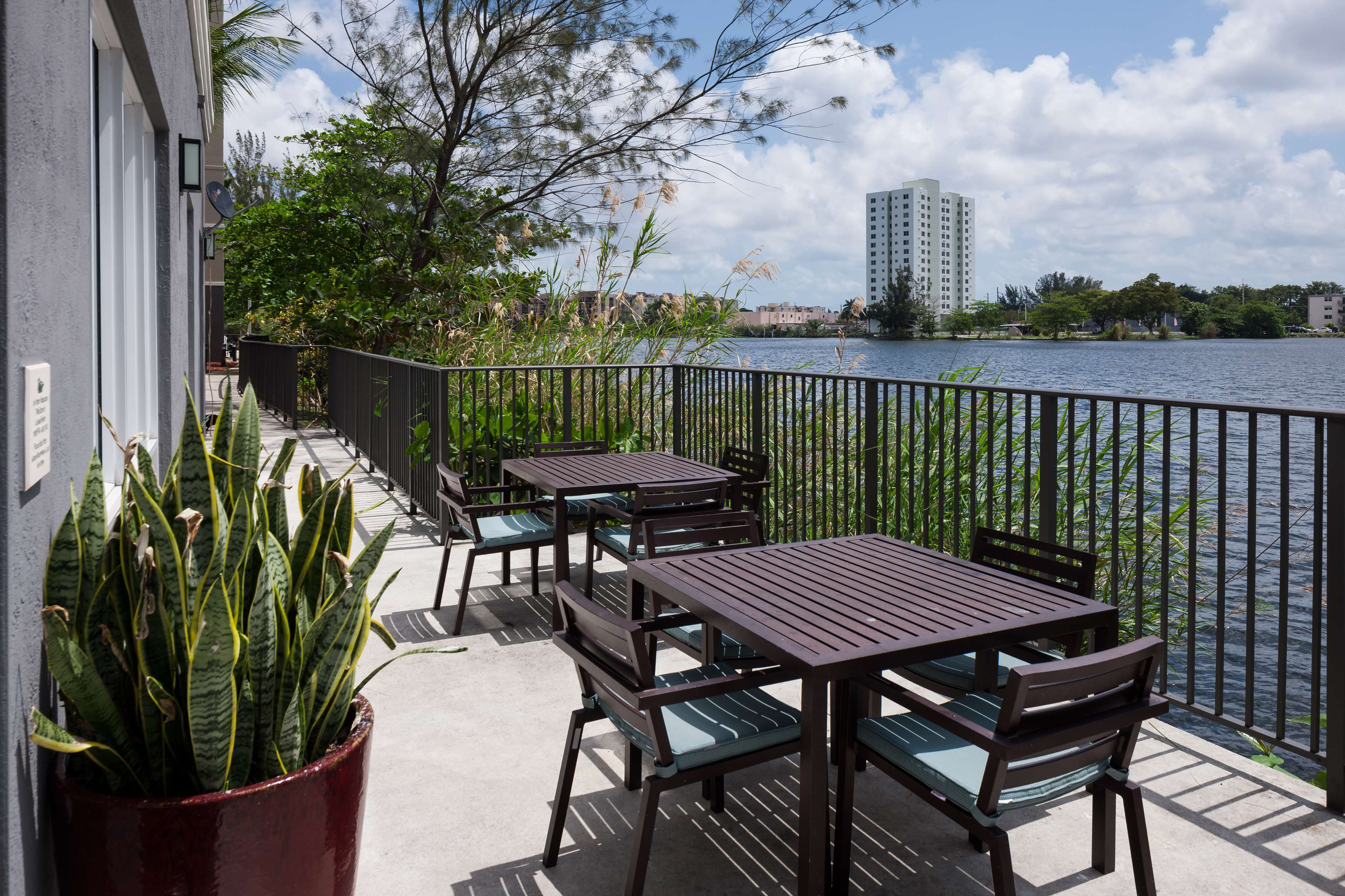 Homewood Suites by Hilton Miami-Airport/Blue Lagoon image 2