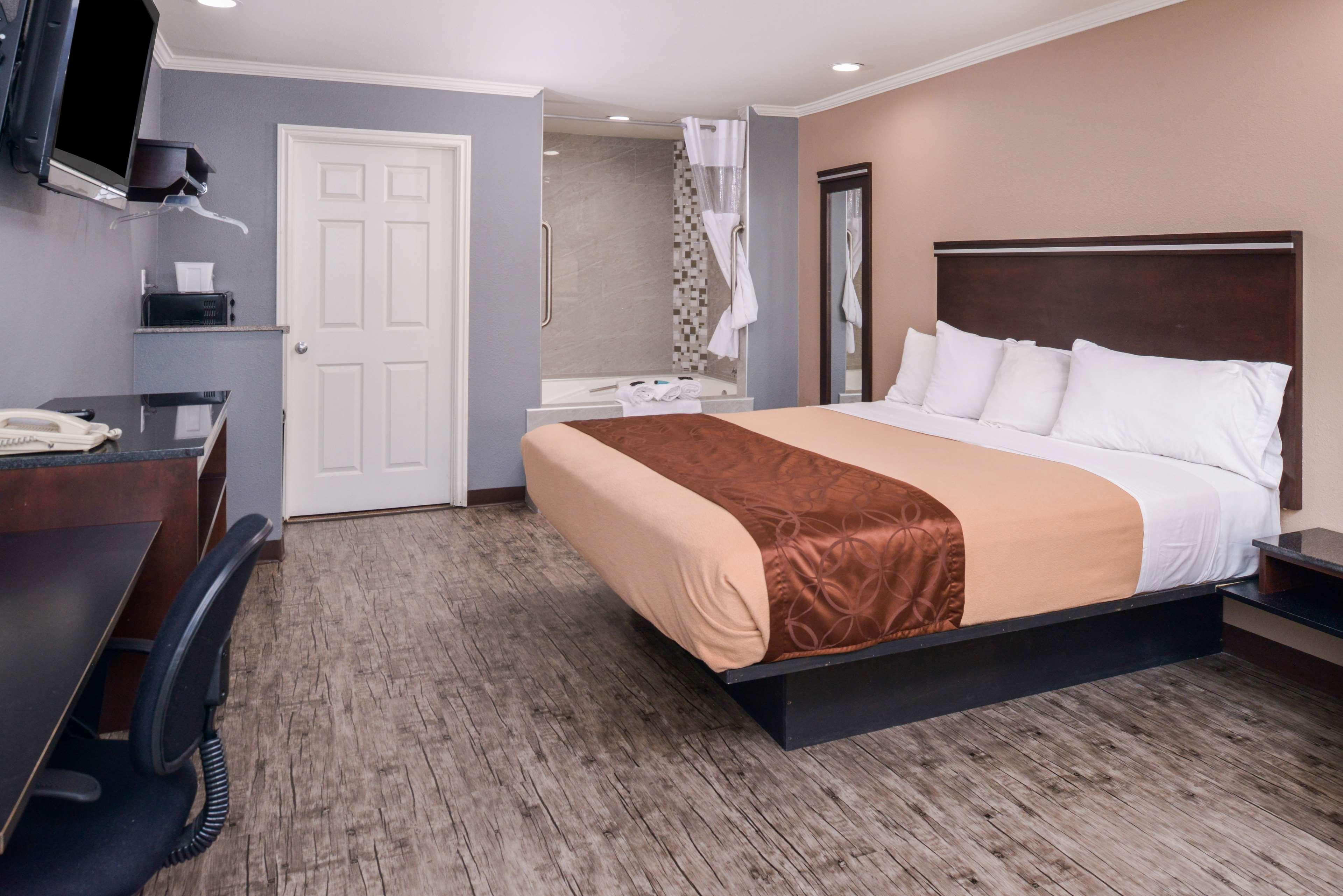 Americas Best Value Laguna Inn & Suites image 9