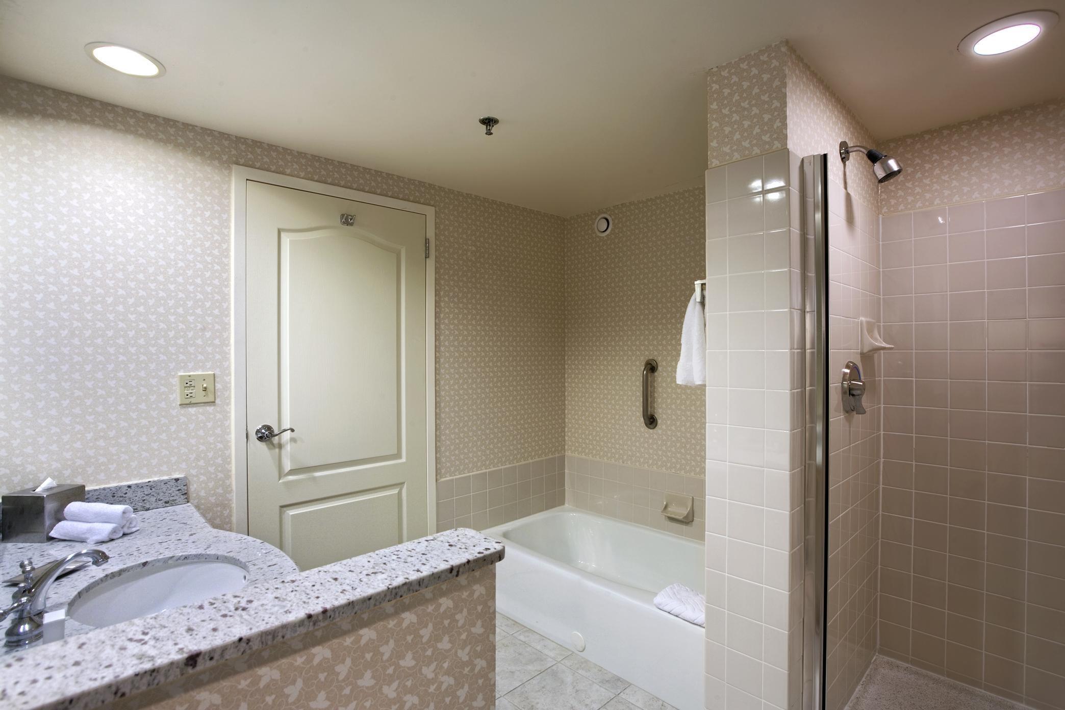Hilton Chicago/Oak Brook Suites image 13