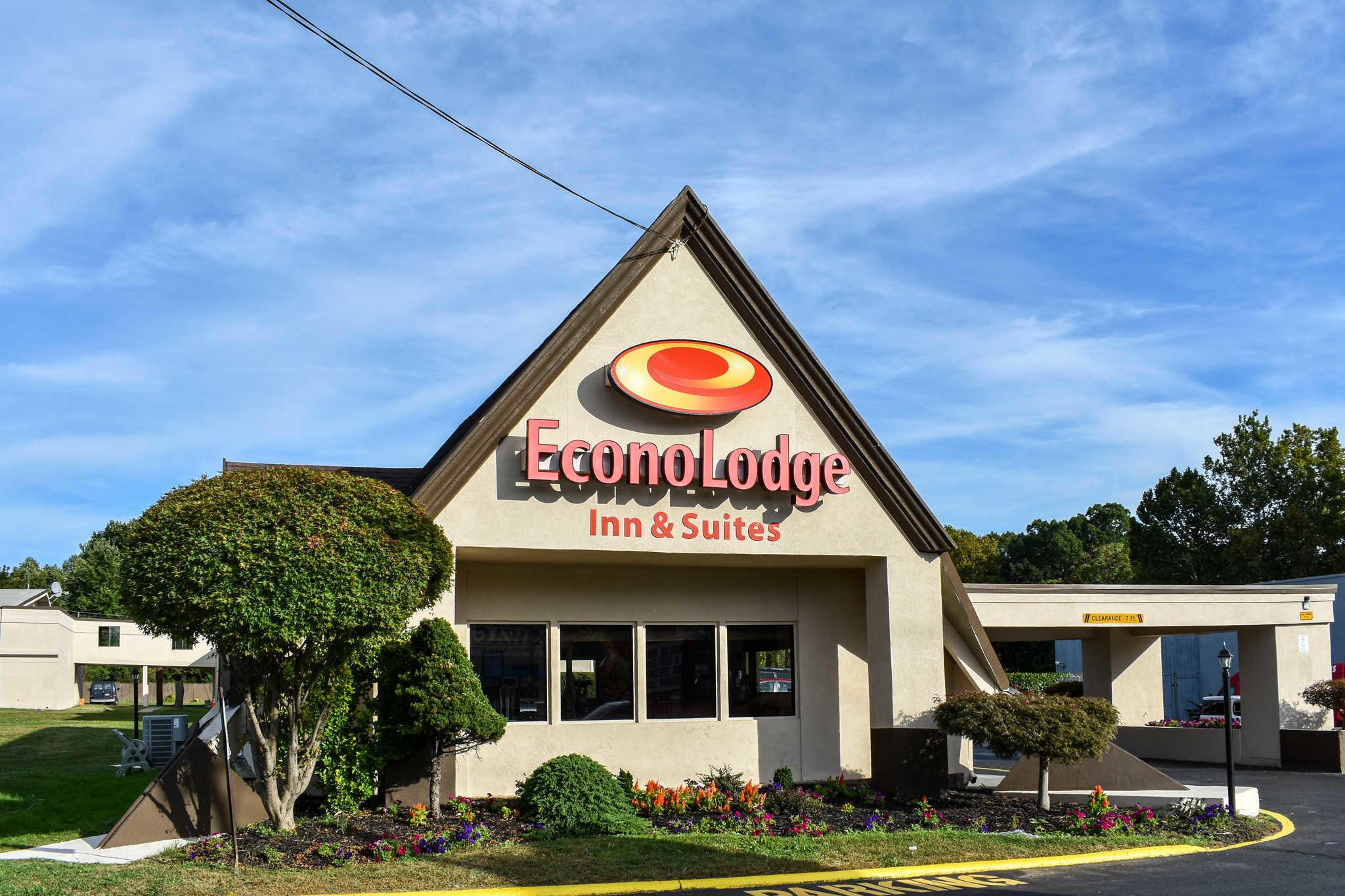Econo Lodge Inn & Suites - Closed image 2