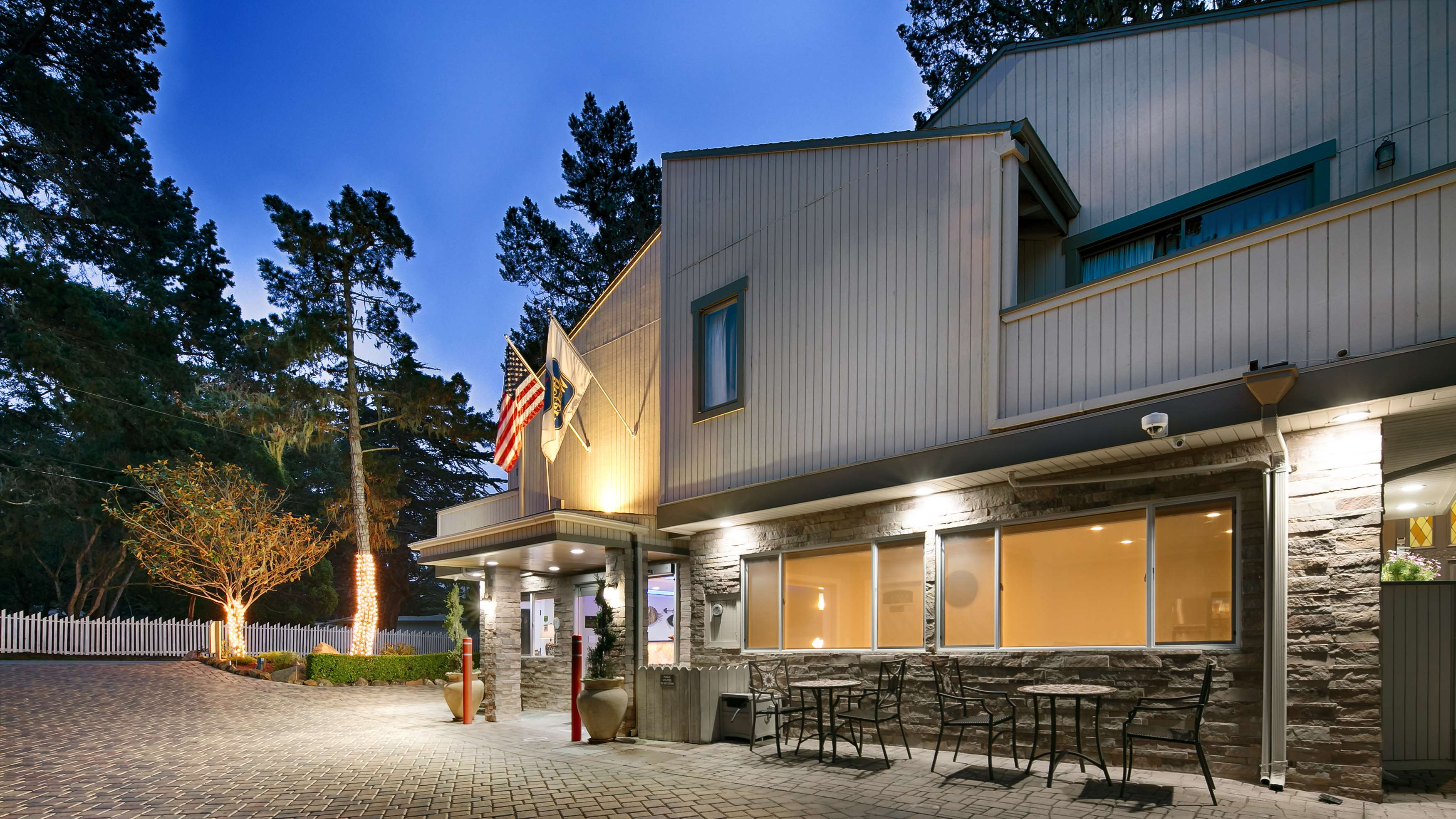 Best Western The Inn & Suites Pacific Grove image 0