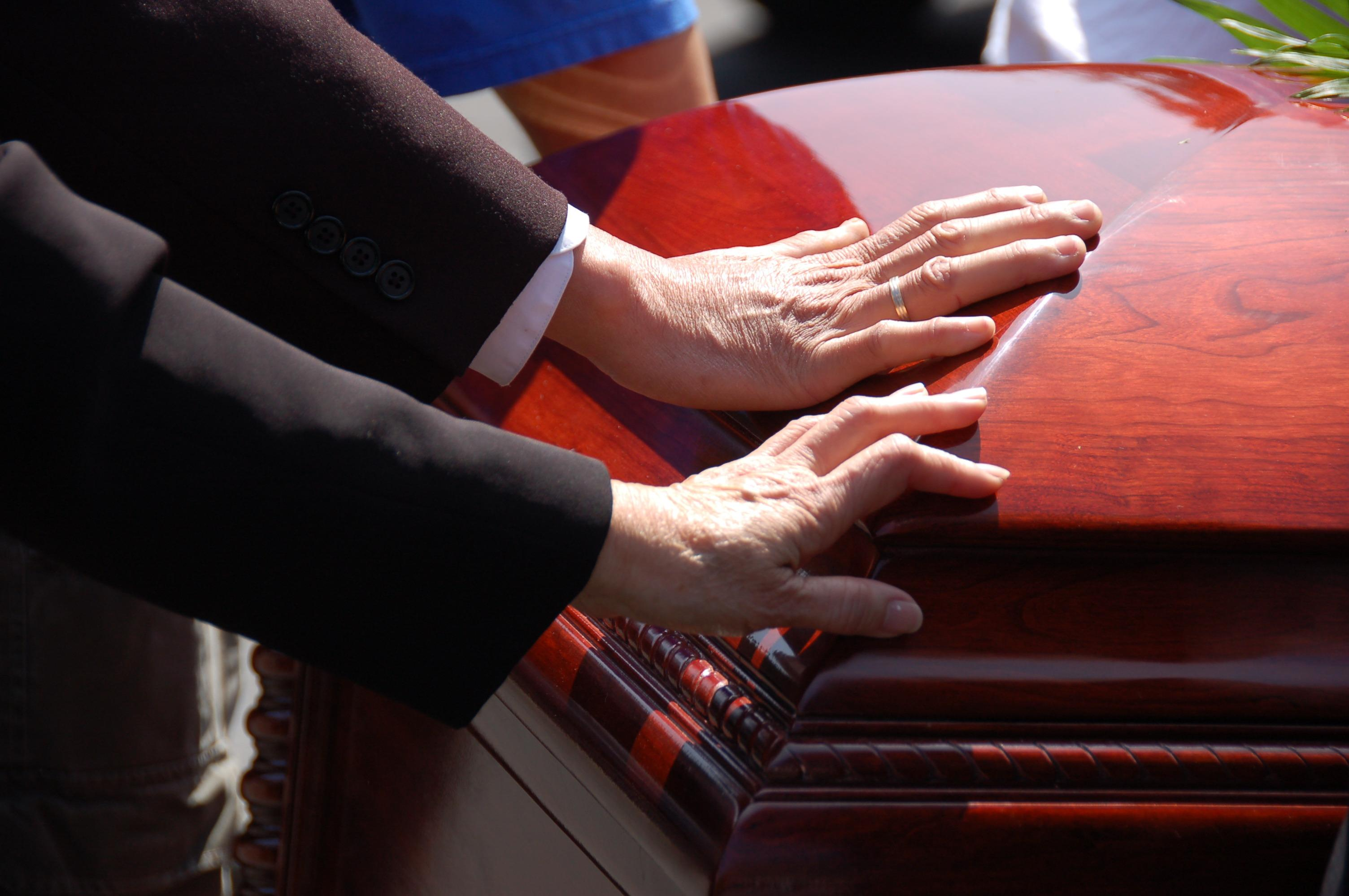 Local Cremation provides full service funerals and simple graveside services.