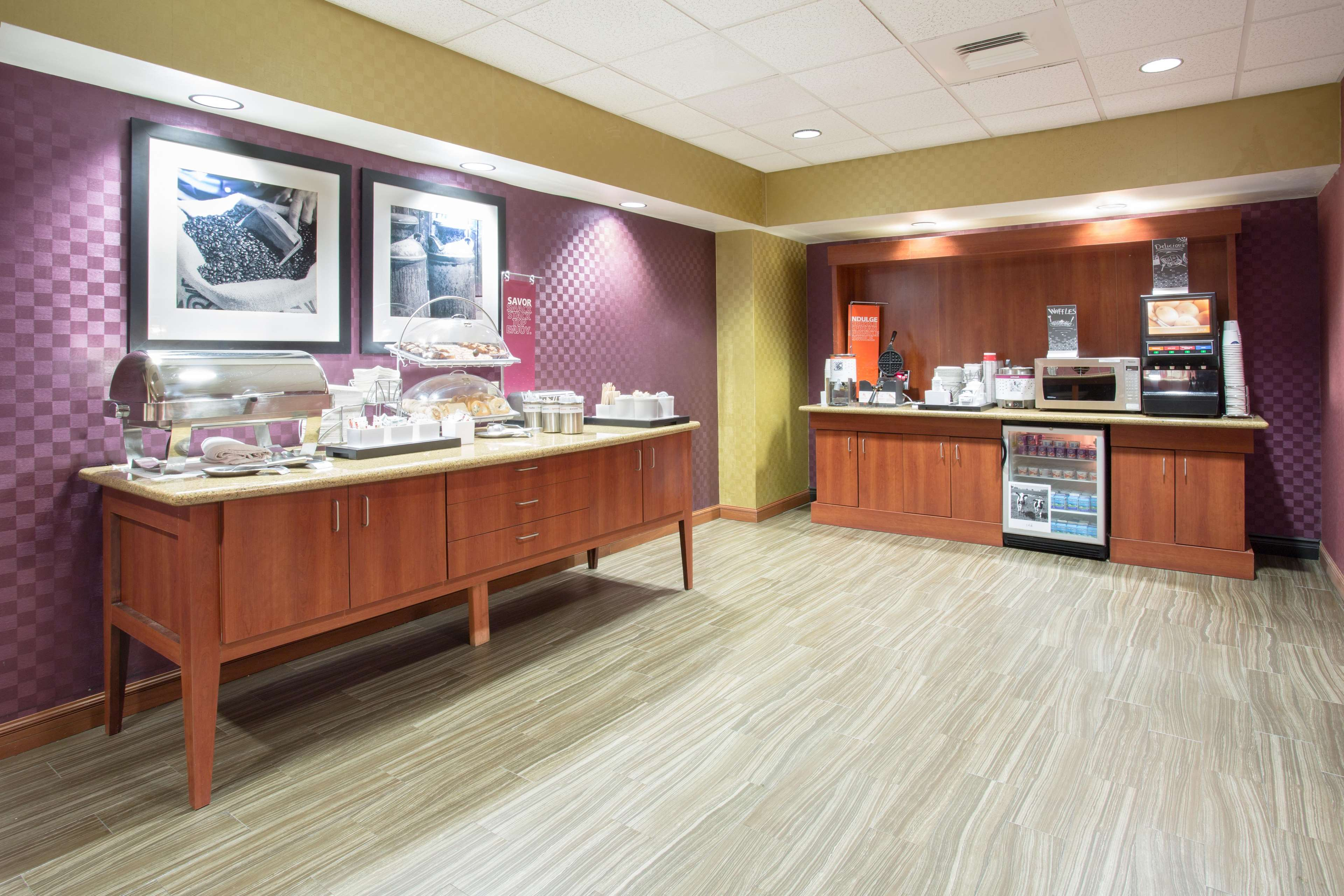 Hampton Inn Santa Rosa image 7