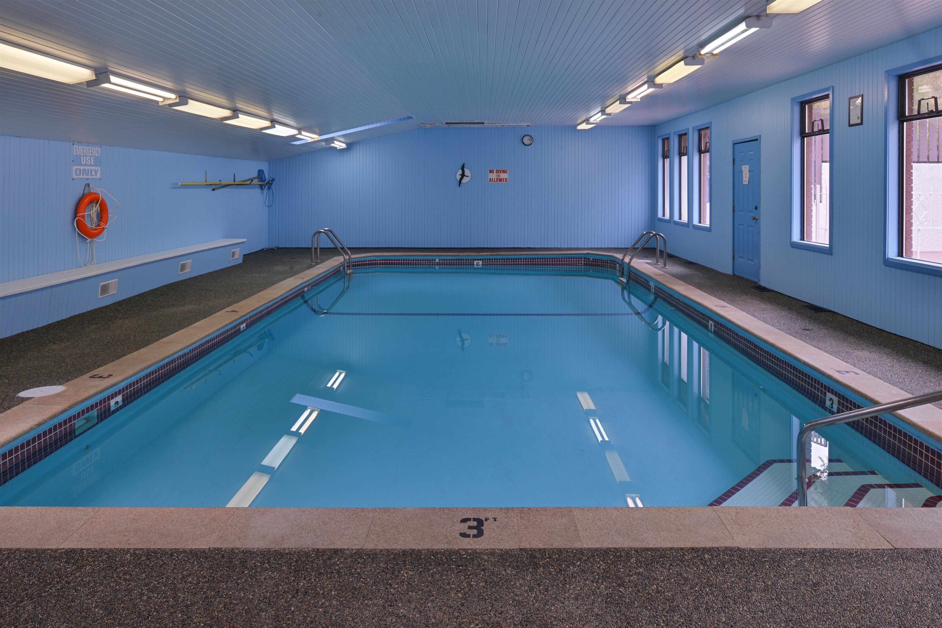 Canadas Best Value Inn & Suites Vernon in Vernon: Indoor Pool