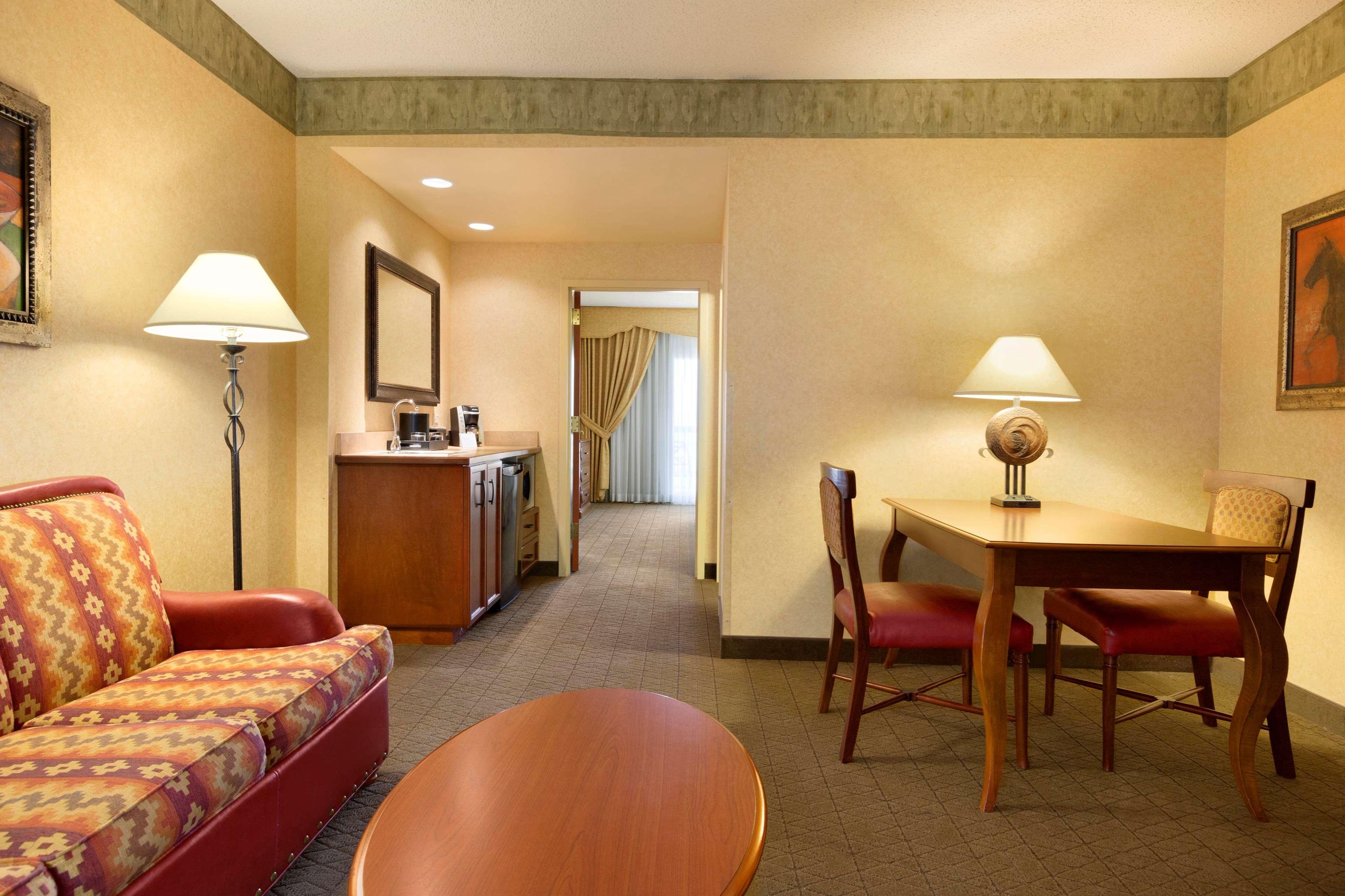 Embassy Suites by Hilton Albuquerque Hotel & Spa image 18