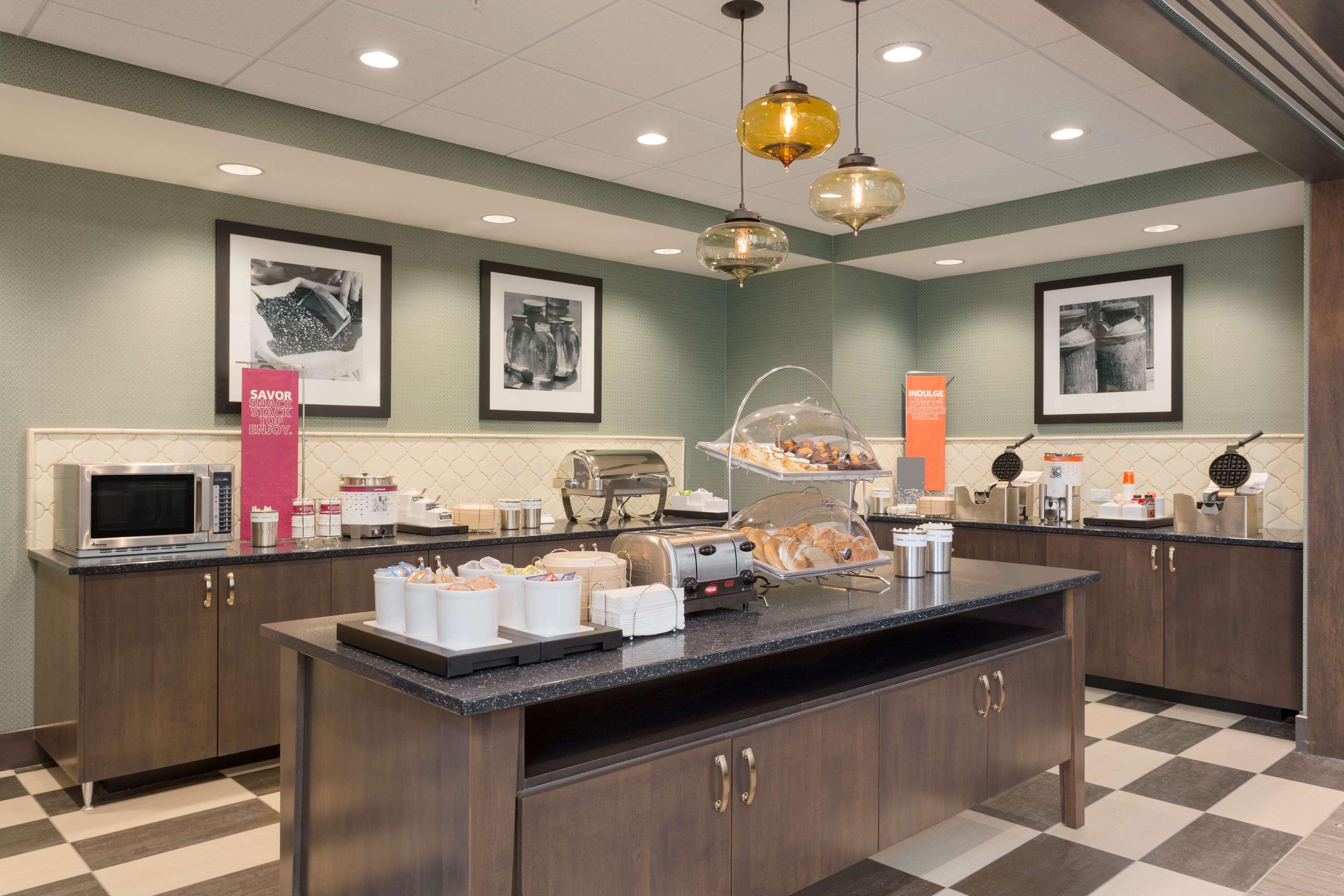 Hampton Inn & Suites West Des Moines/SW Mall Area image 8