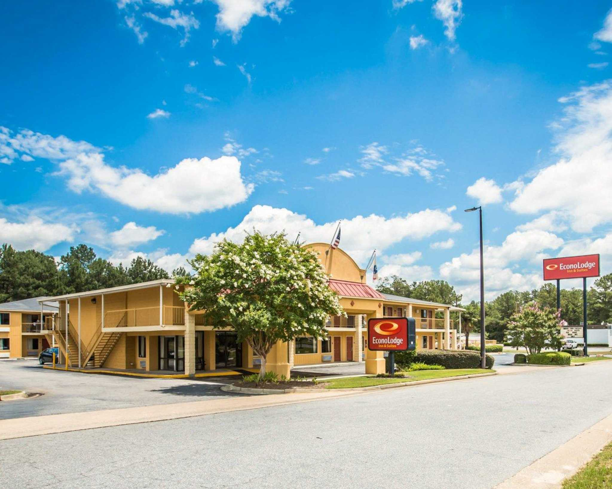 Econo Lodge Inn & Suites at Fort Benning image 1