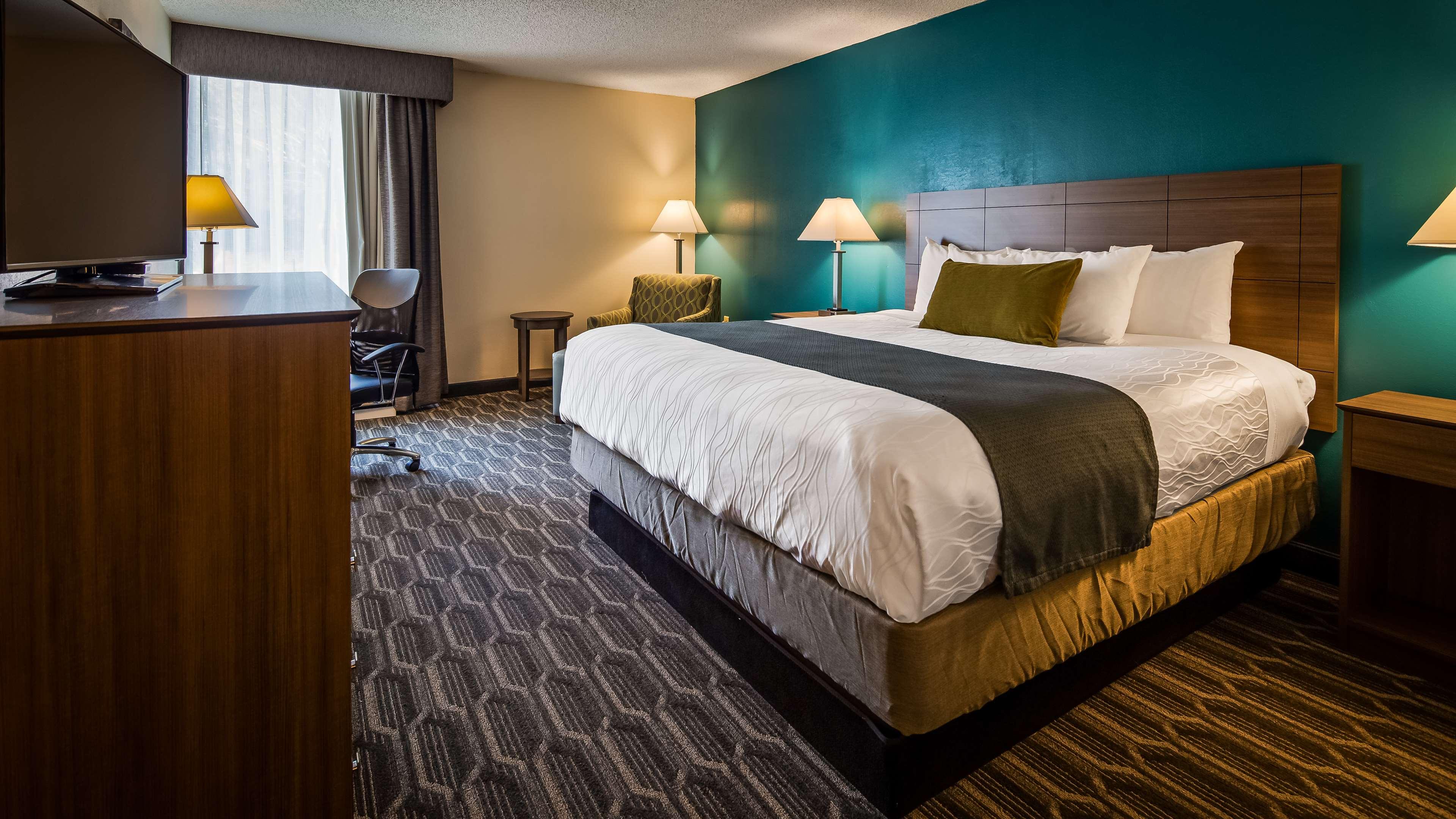 Best Western Plus Yadkin Valley Inn & Suites image 11