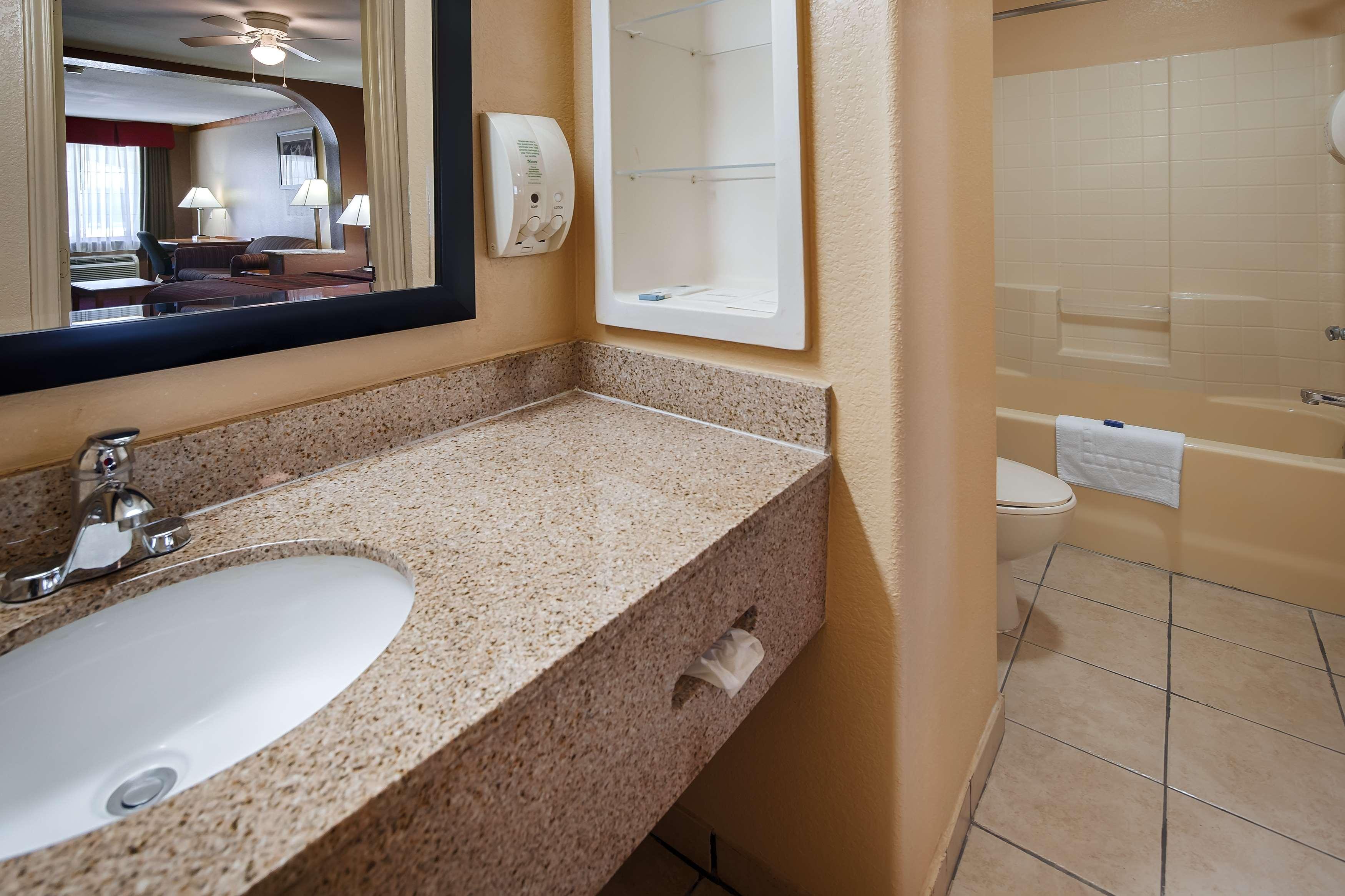Best Western Windwood Inn & Suites image 15