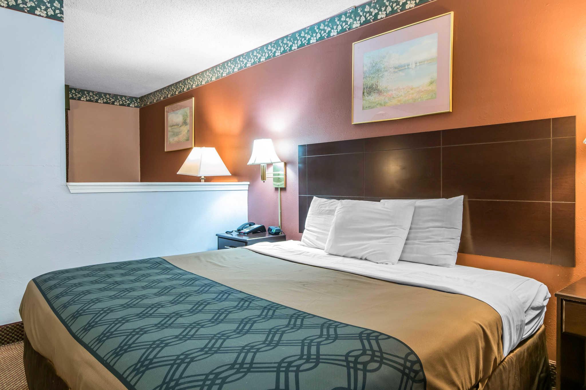 Econo Lodge Inn & Suites I-65 image 16