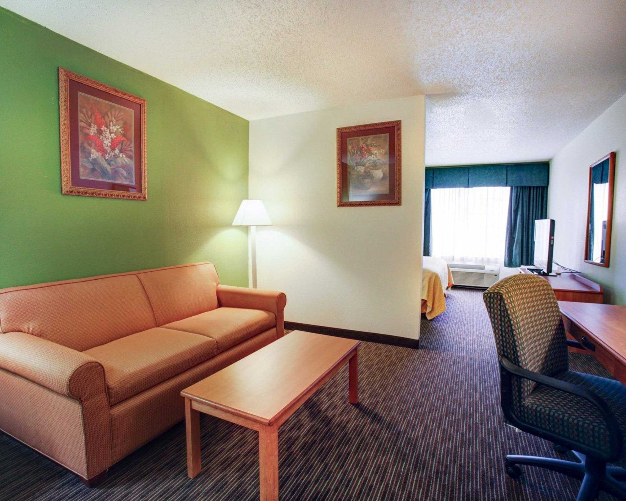 Quality Inn & Suites Airport image 27