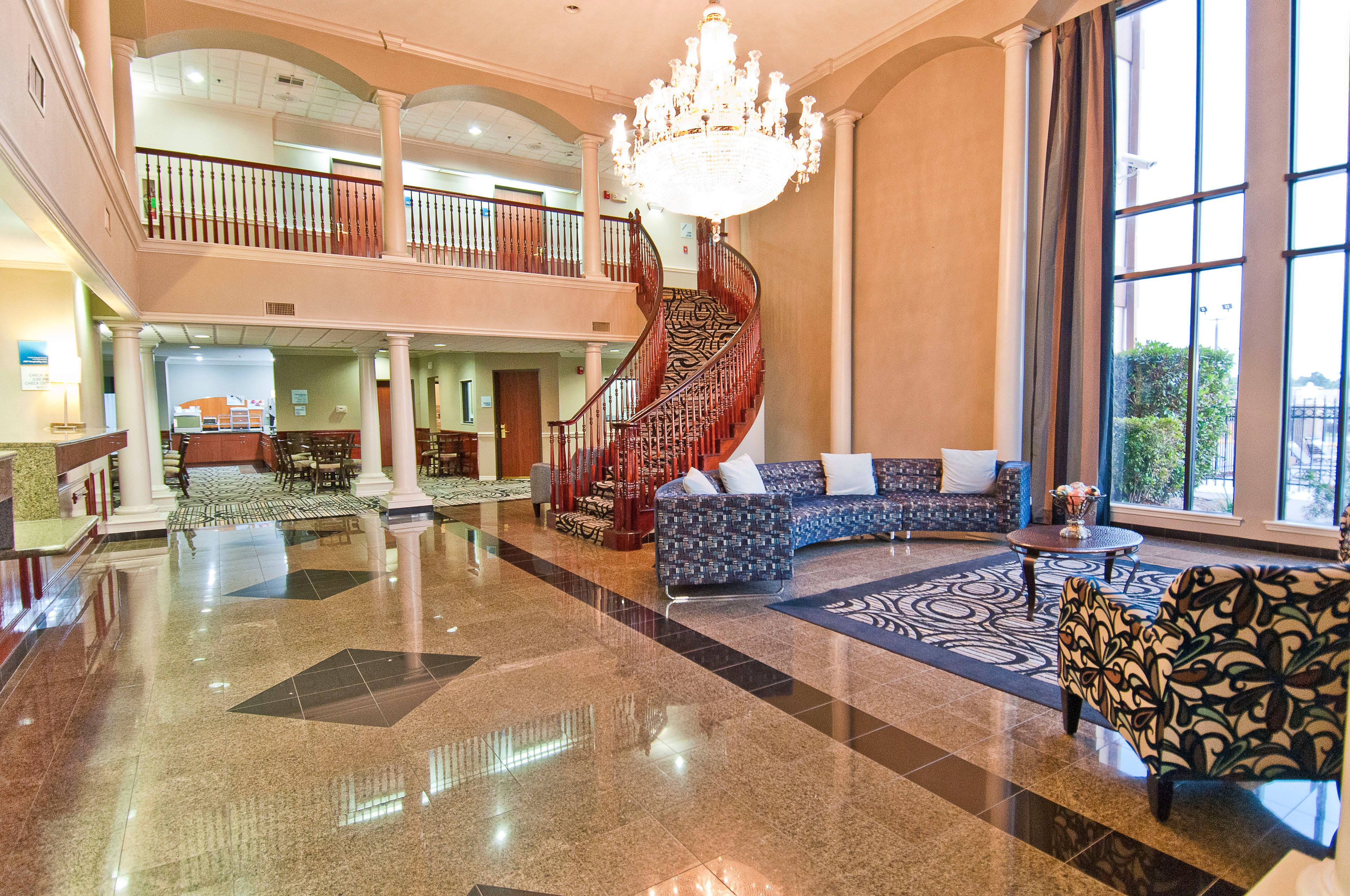 Holiday Inn Express & Suites Lake Charles image 4
