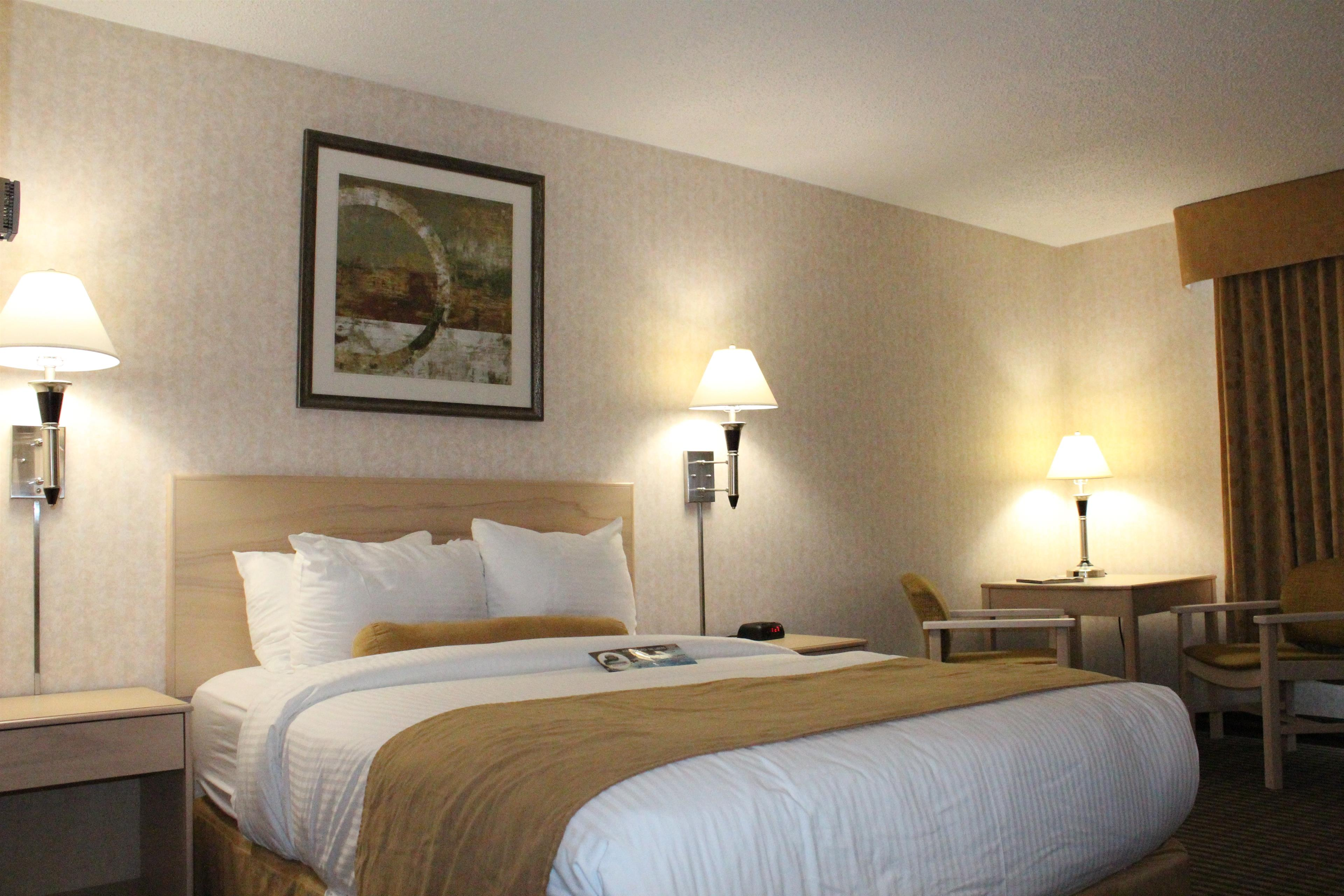 Best Western Seven Oaks Inn in Regina: Queen Guest Room