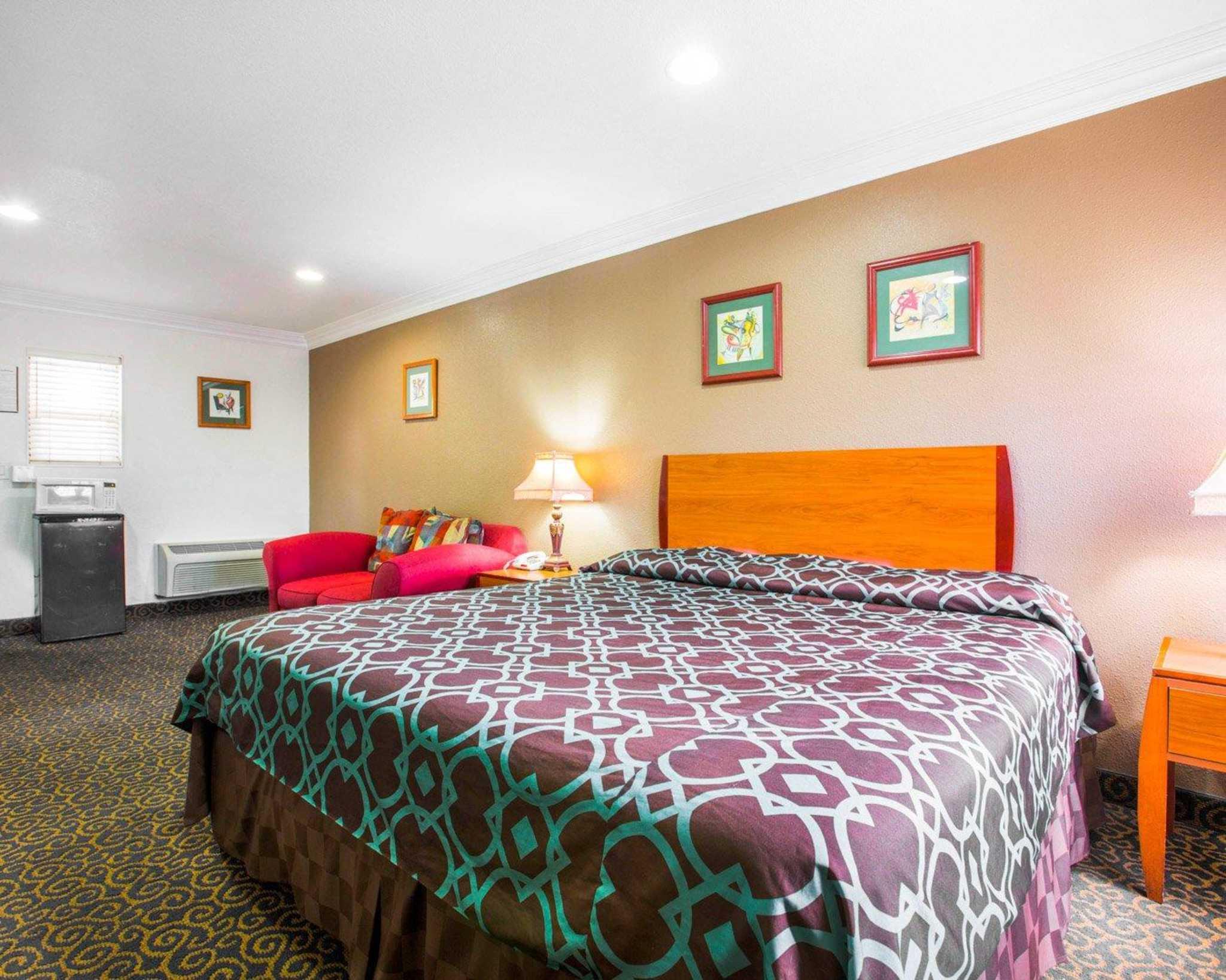 Rodeway Inn & Suites Near Convention Center image 8