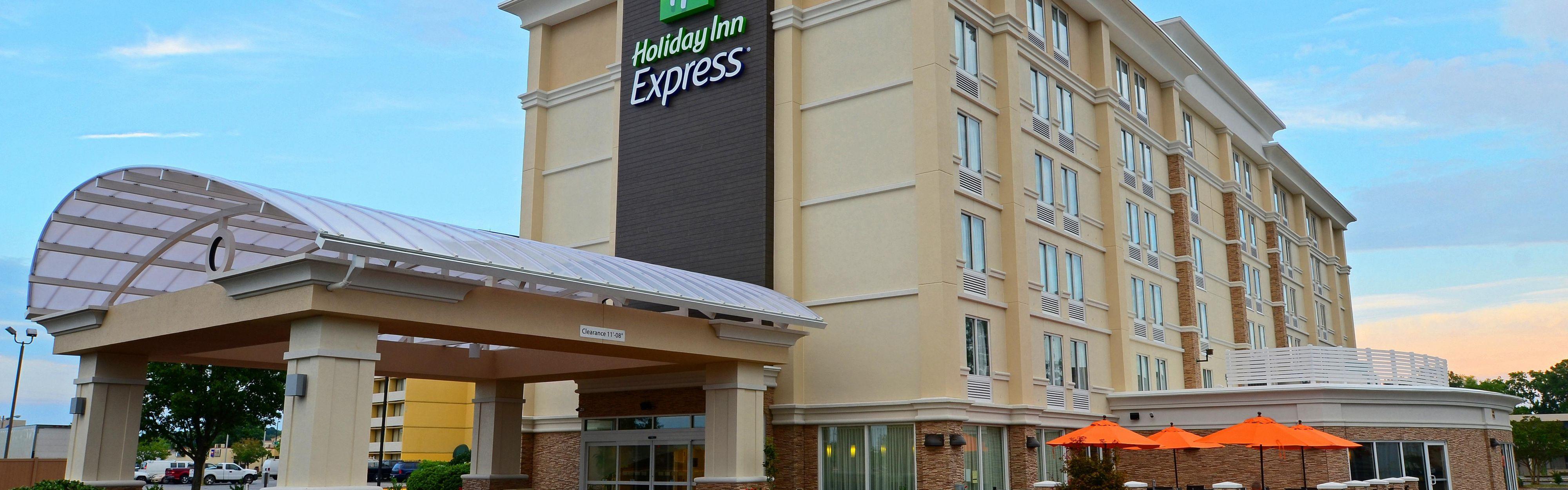 Holiday Inn Express Hampton - Coliseum Central image 0