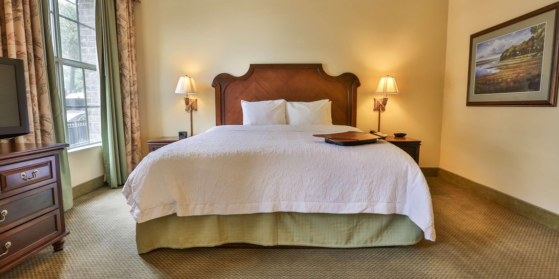 Hampton Inn & Suites Savannah Historic District image 30