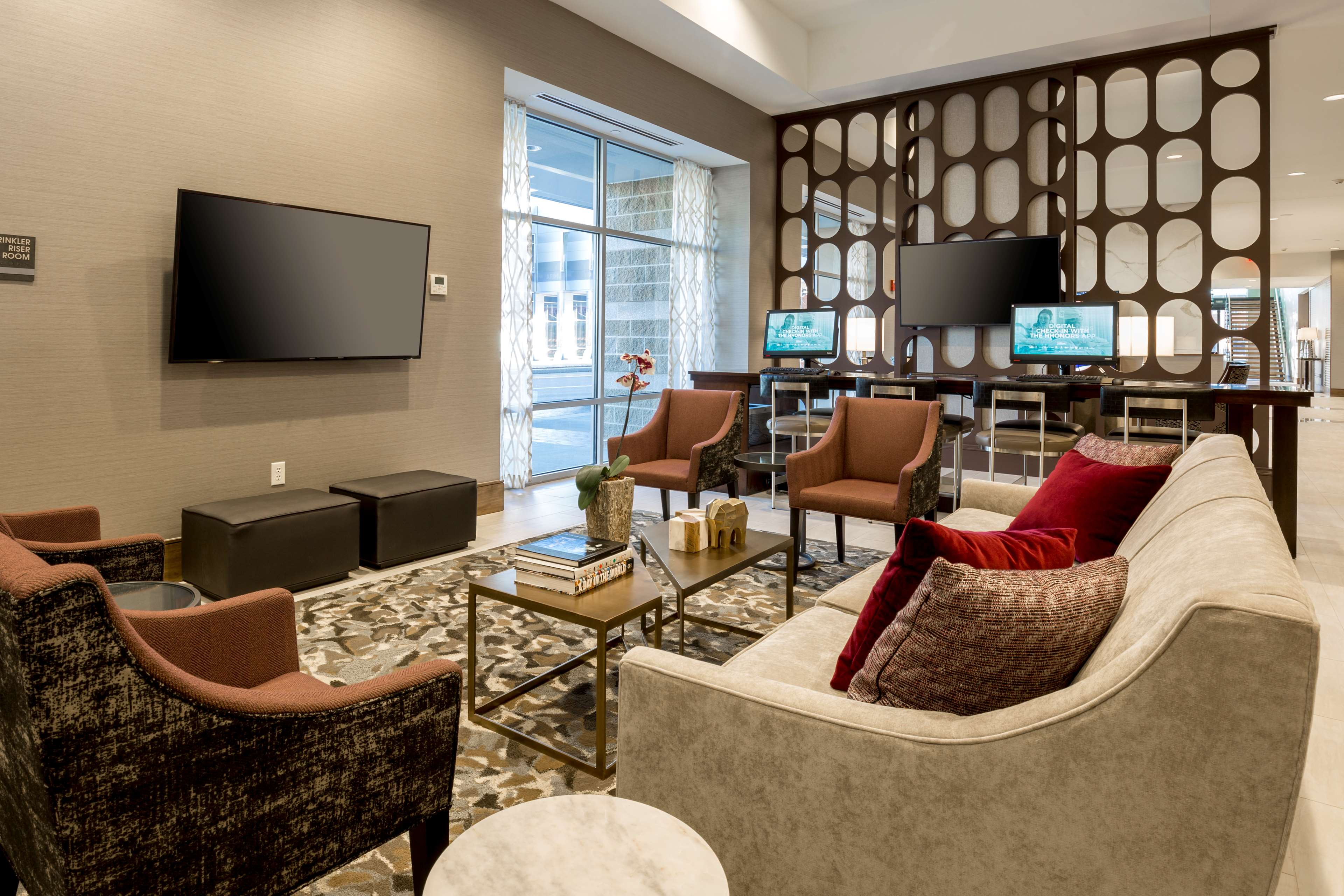 DoubleTree by Hilton Evansville image 8