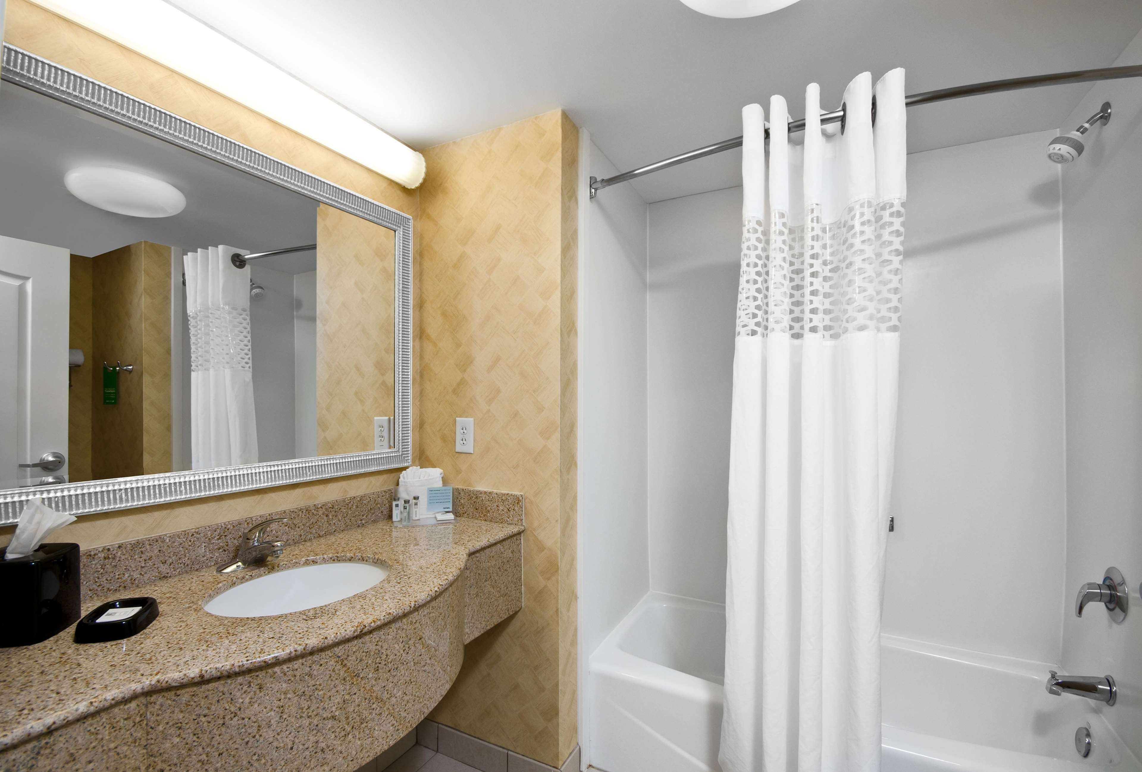 Hampton Inn & Suites Jacksonville South-St. Johns Town Center Area image 26