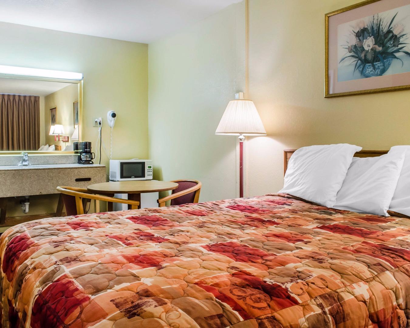 Rodeway Inn image 14