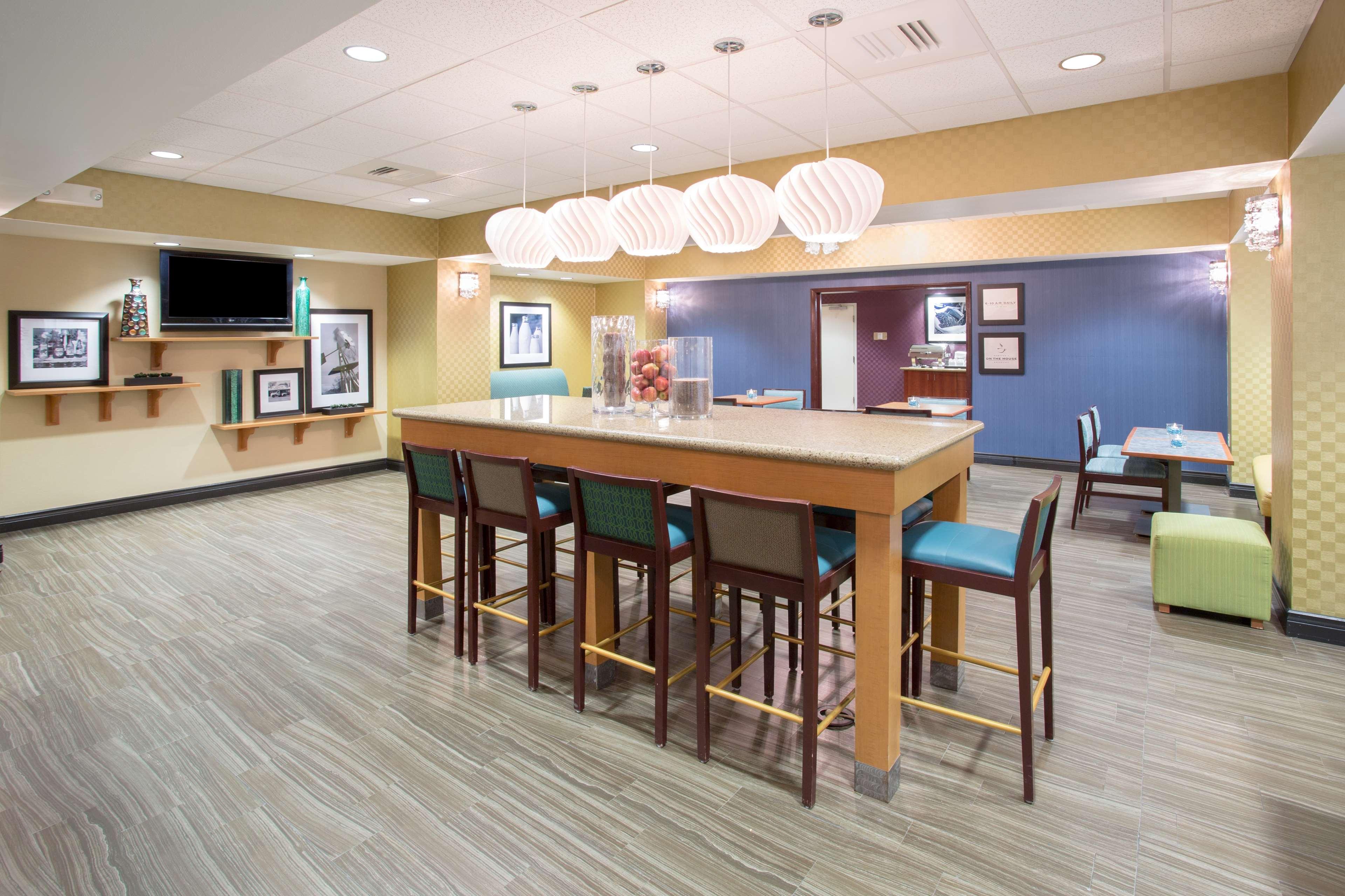 Hampton Inn Santa Rosa image 2