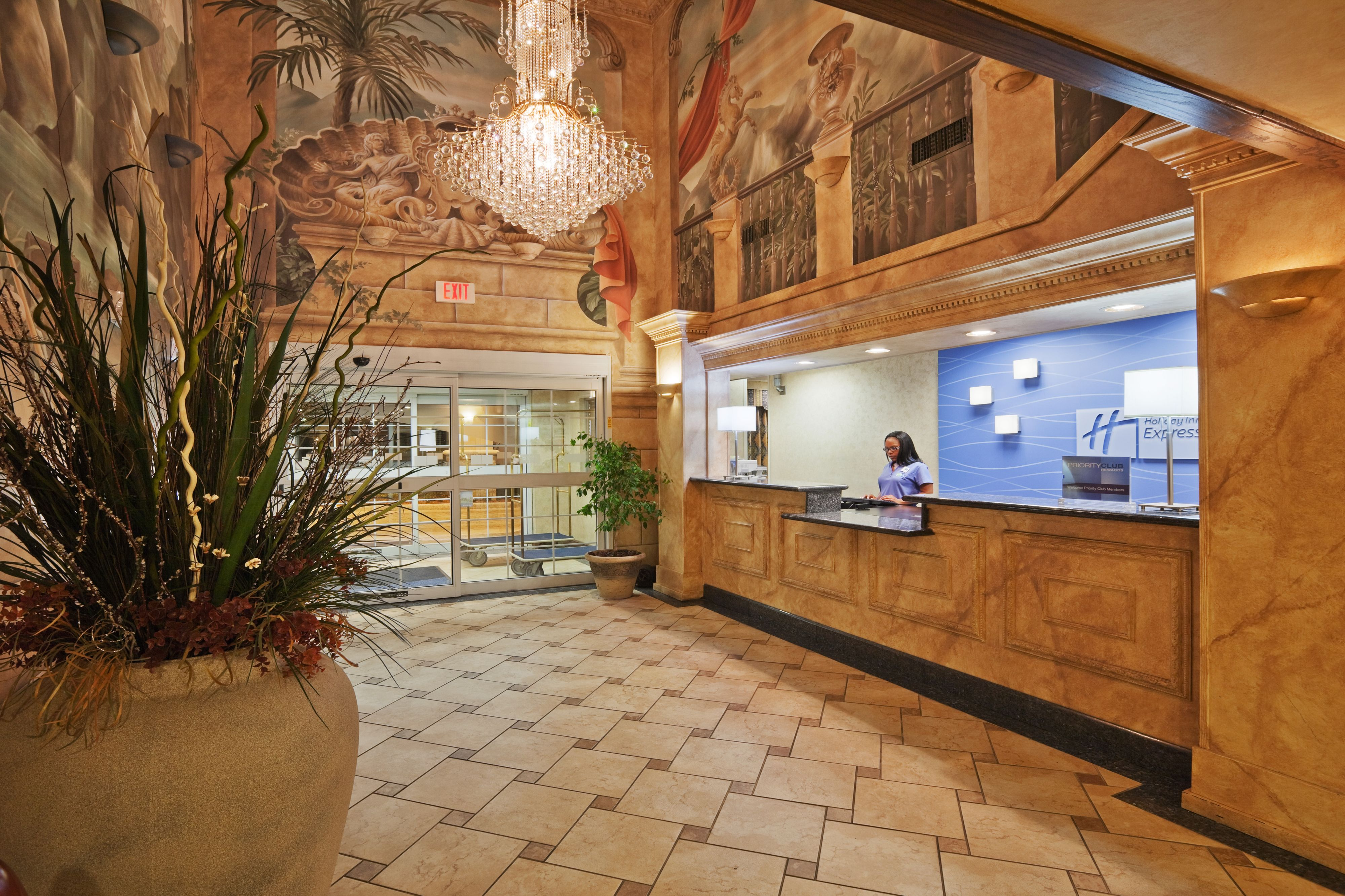 Holiday Inn Express & Suites Jenks image 4