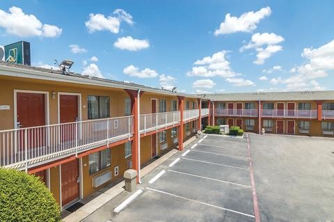 Quality Inn & Suites Six Flags Area image 6
