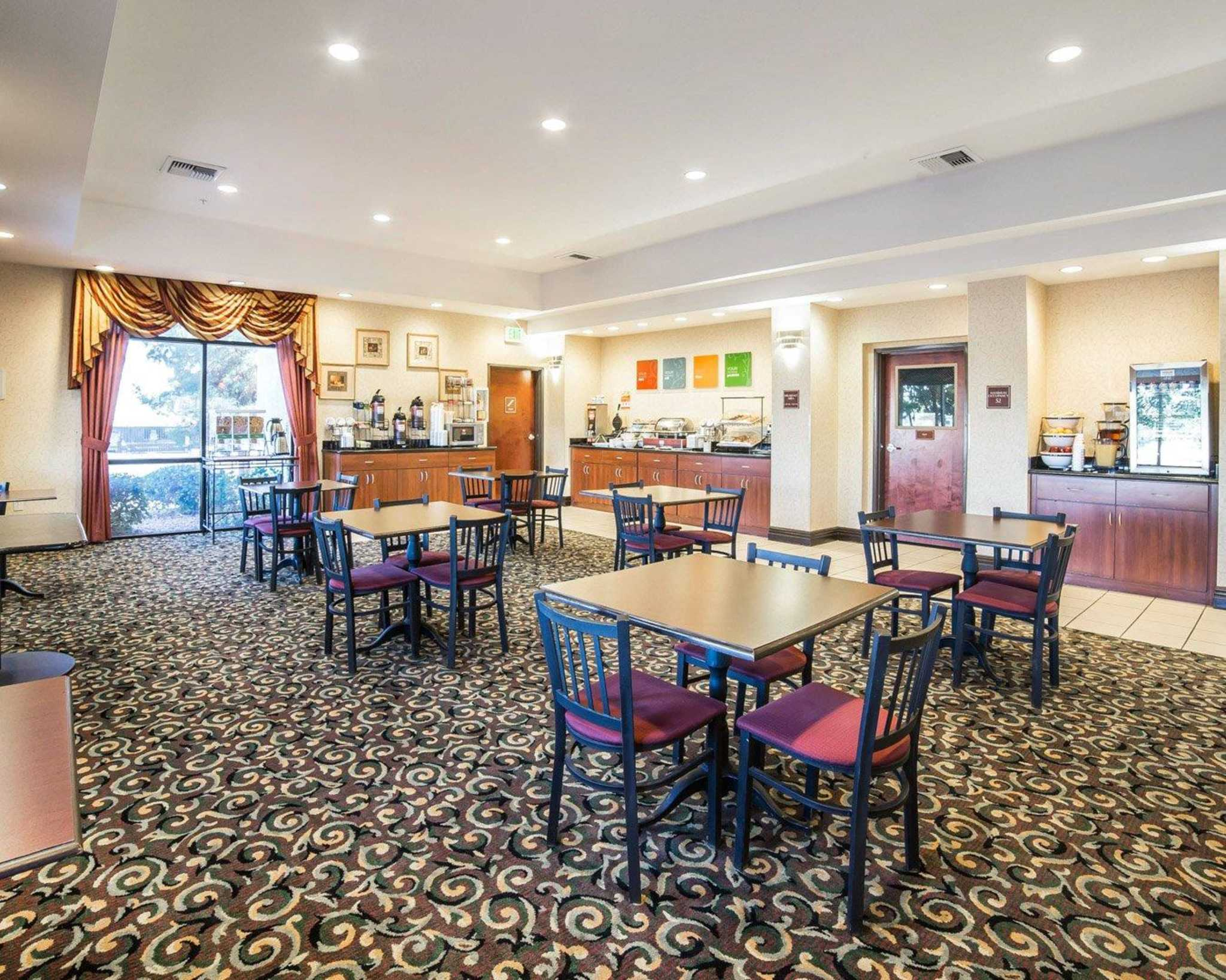 Comfort Inn & Suites Las Vegas - Nellis image 23