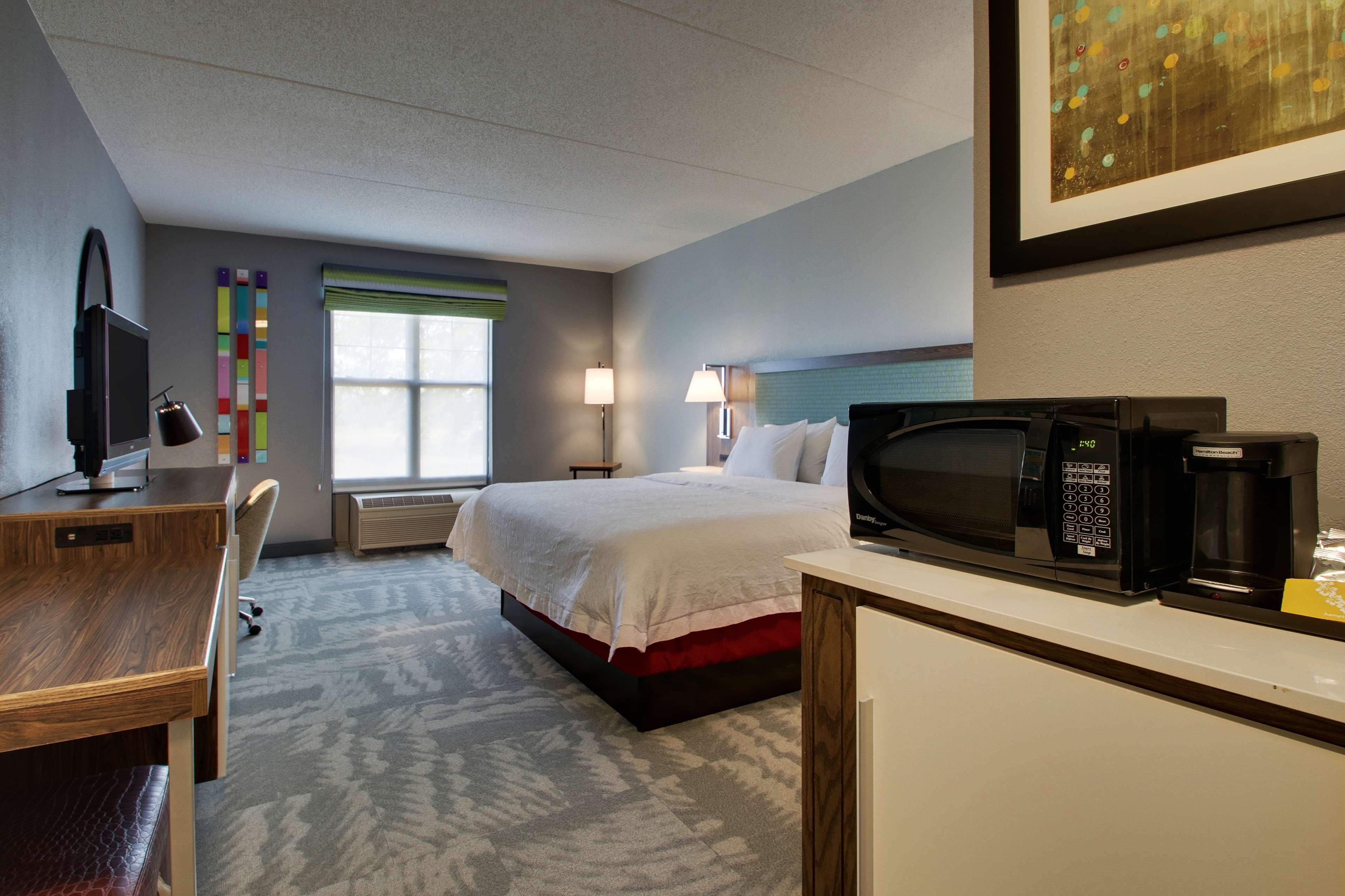 Hampton Inn & Suites Chicago/Aurora image 28