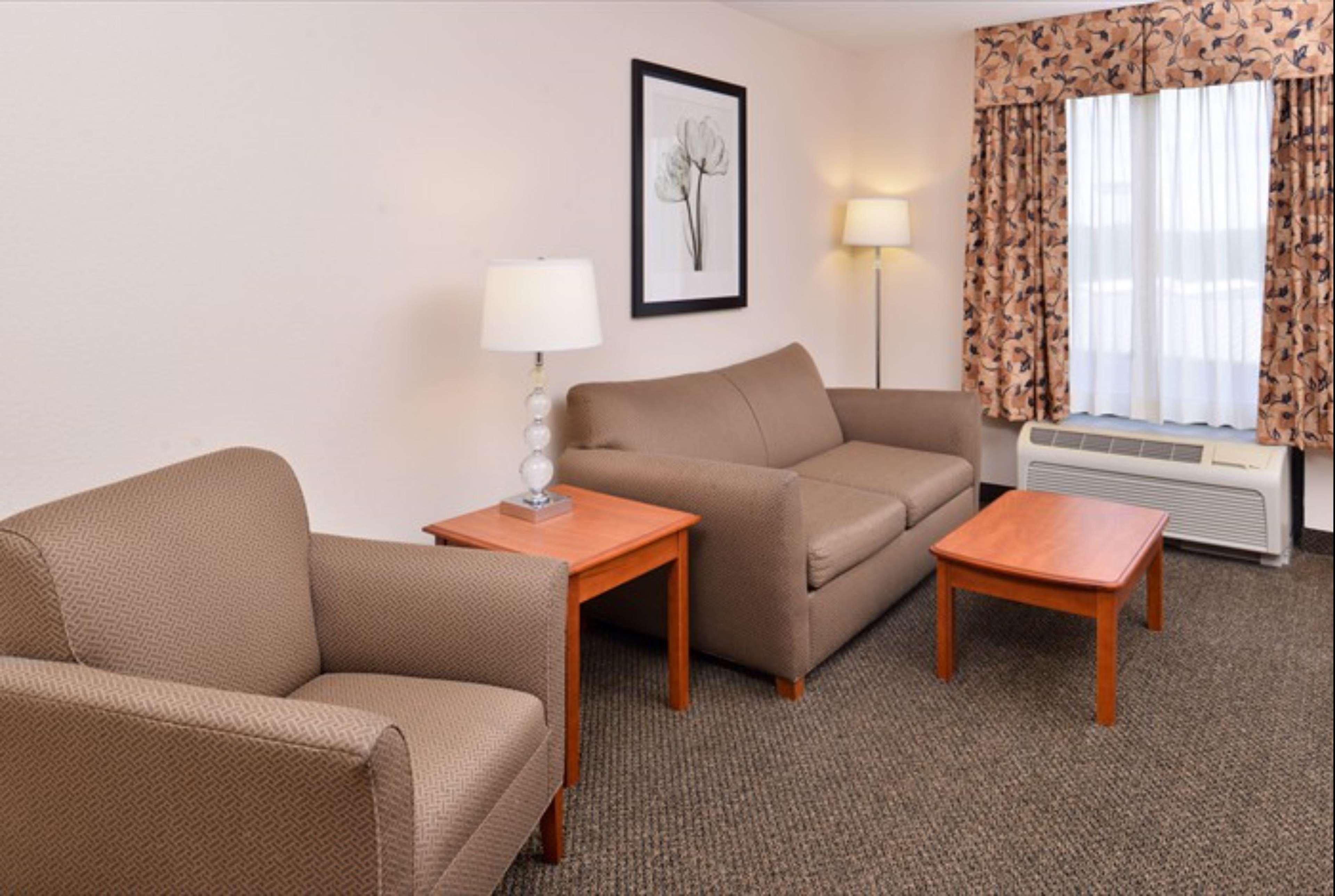 Hampton Inn & Suites Richmond image 9