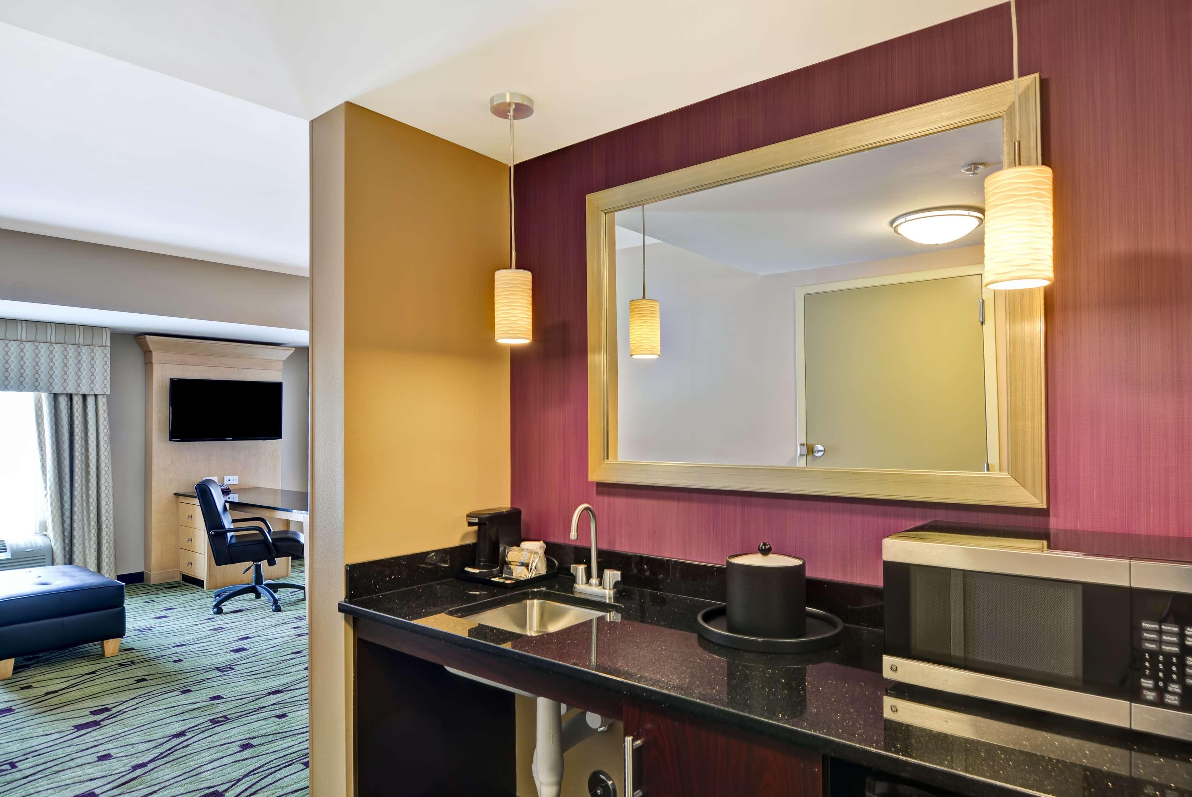Hampton Inn & Suites Raleigh/Crabtree Valley image 25
