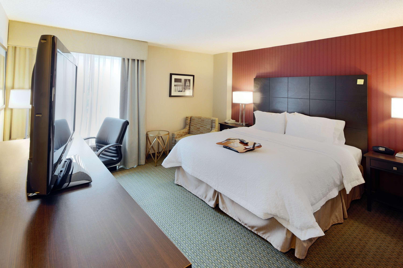 Hampton Inn & Suites Reagan National Airport image 10