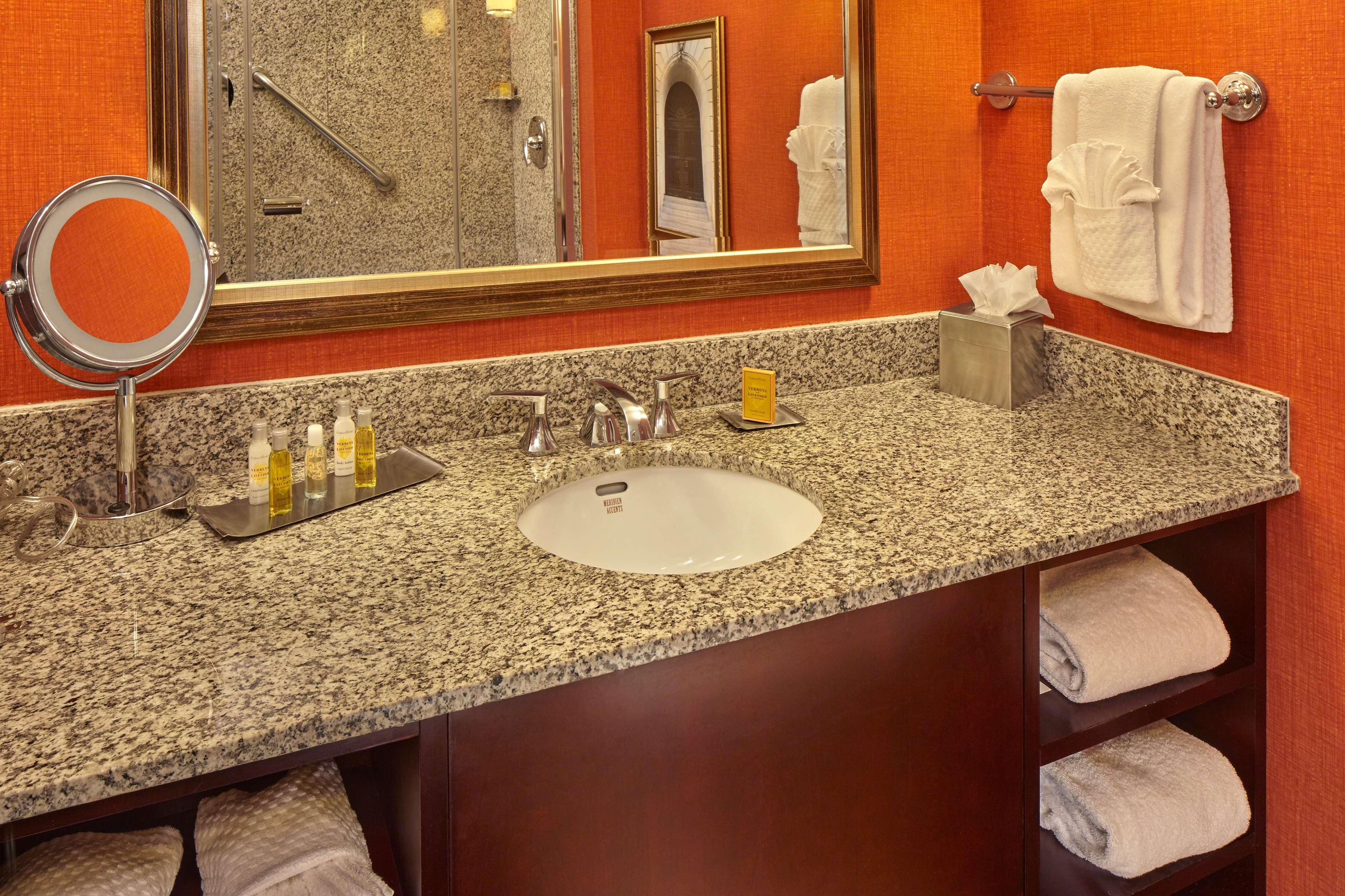 DoubleTree by Hilton Hotel Little Rock image 17