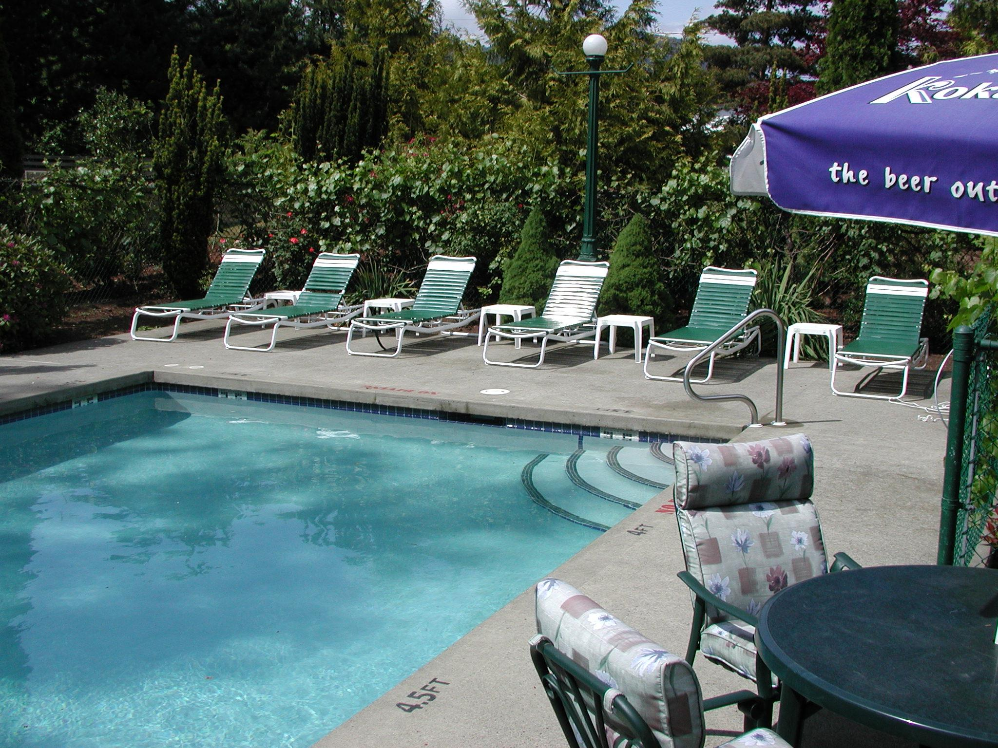 Best Western Cowichan Valley Inn in Duncan: Pool