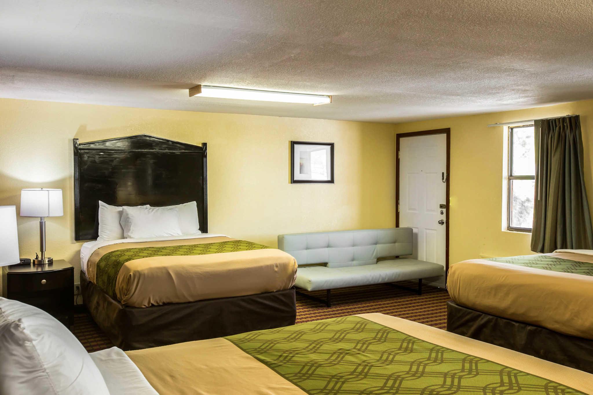 Econo Lodge image 5