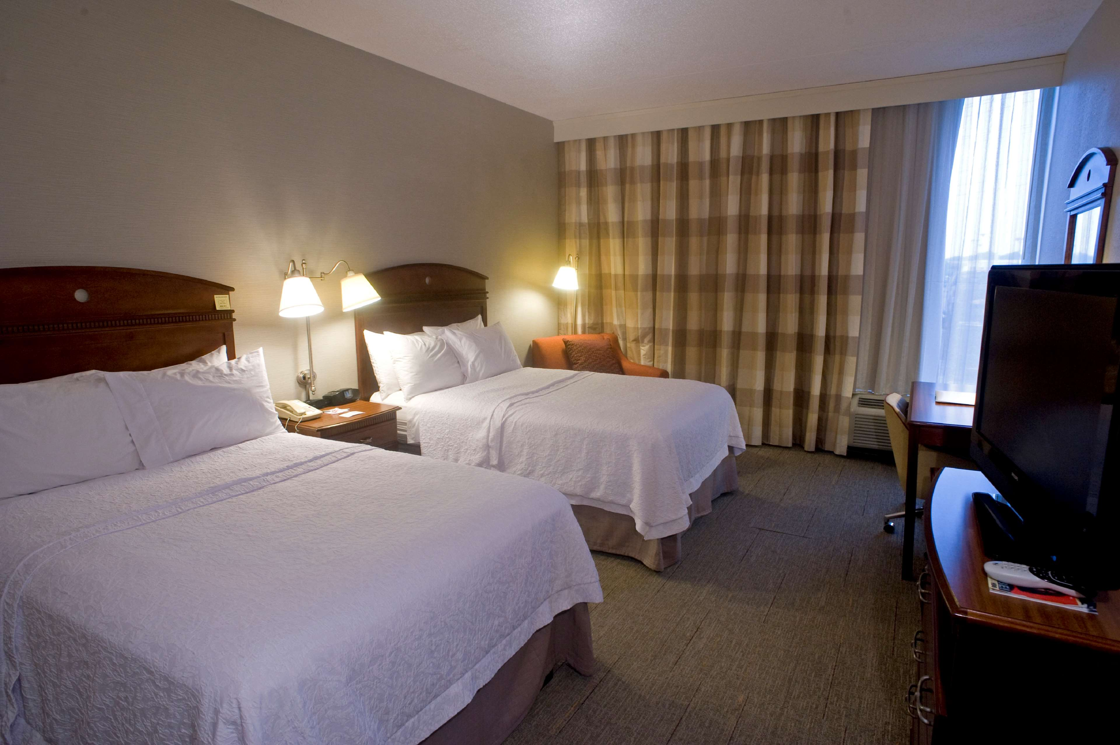 Hampton Inn Springfield-South image 16
